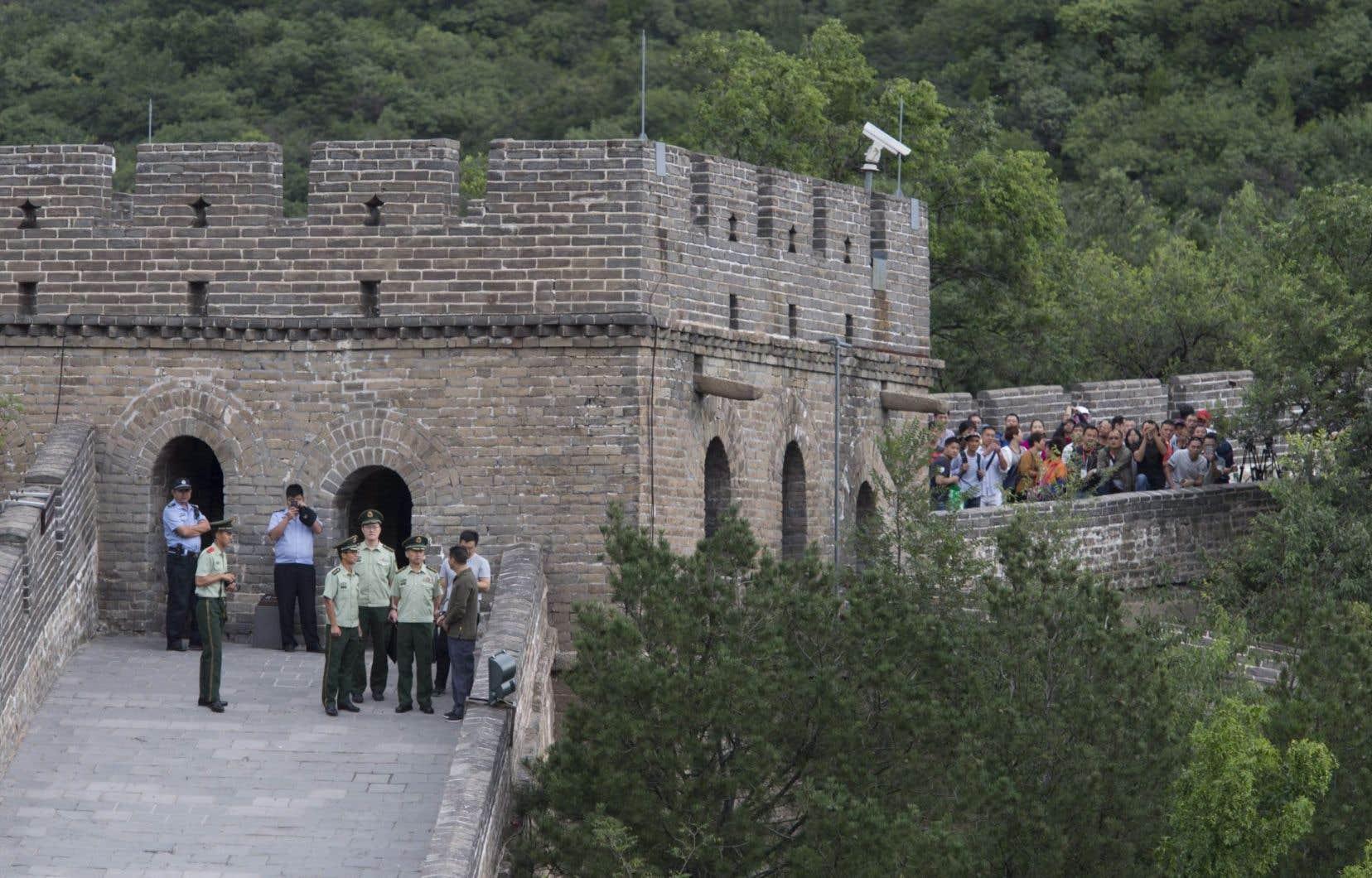 Le Canada souhaite également se rapprocher de la Chine en stimulant le tourisme. Jusqu'à maintenant, les bureaux des visas étaient limités aux municipalités chinoises ayant une présence diplomatique canadienne.