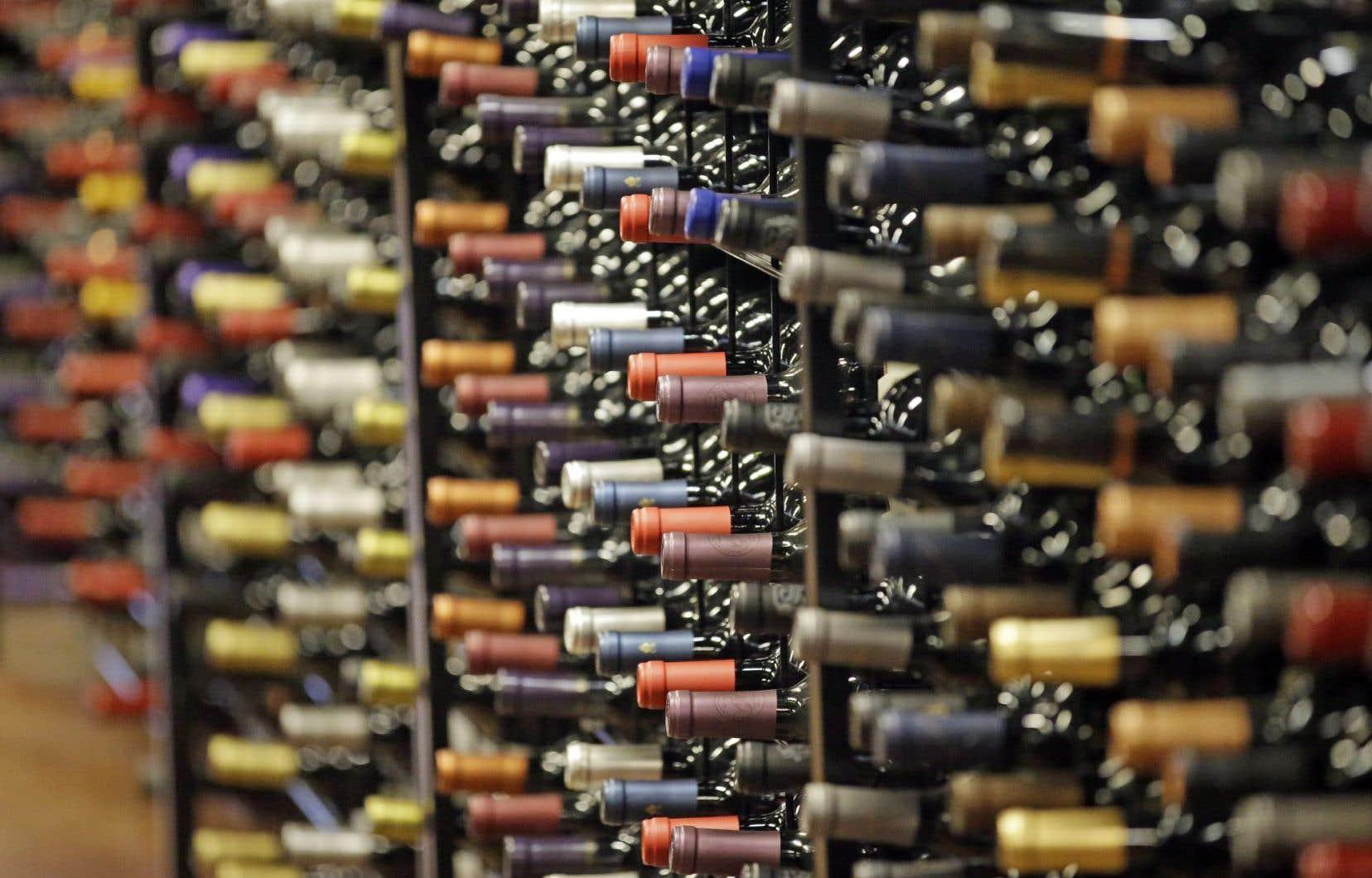 Les bouteilles, allant jusqu'au millésime 2009, sont issues des caves de la Maison Bouchard père et fils à Beaune.