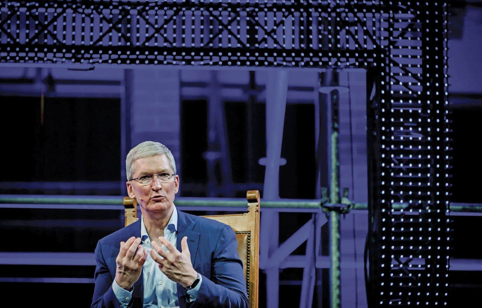 Tim Cook, le grand patron, ne voit pas de raison de s'excuser.