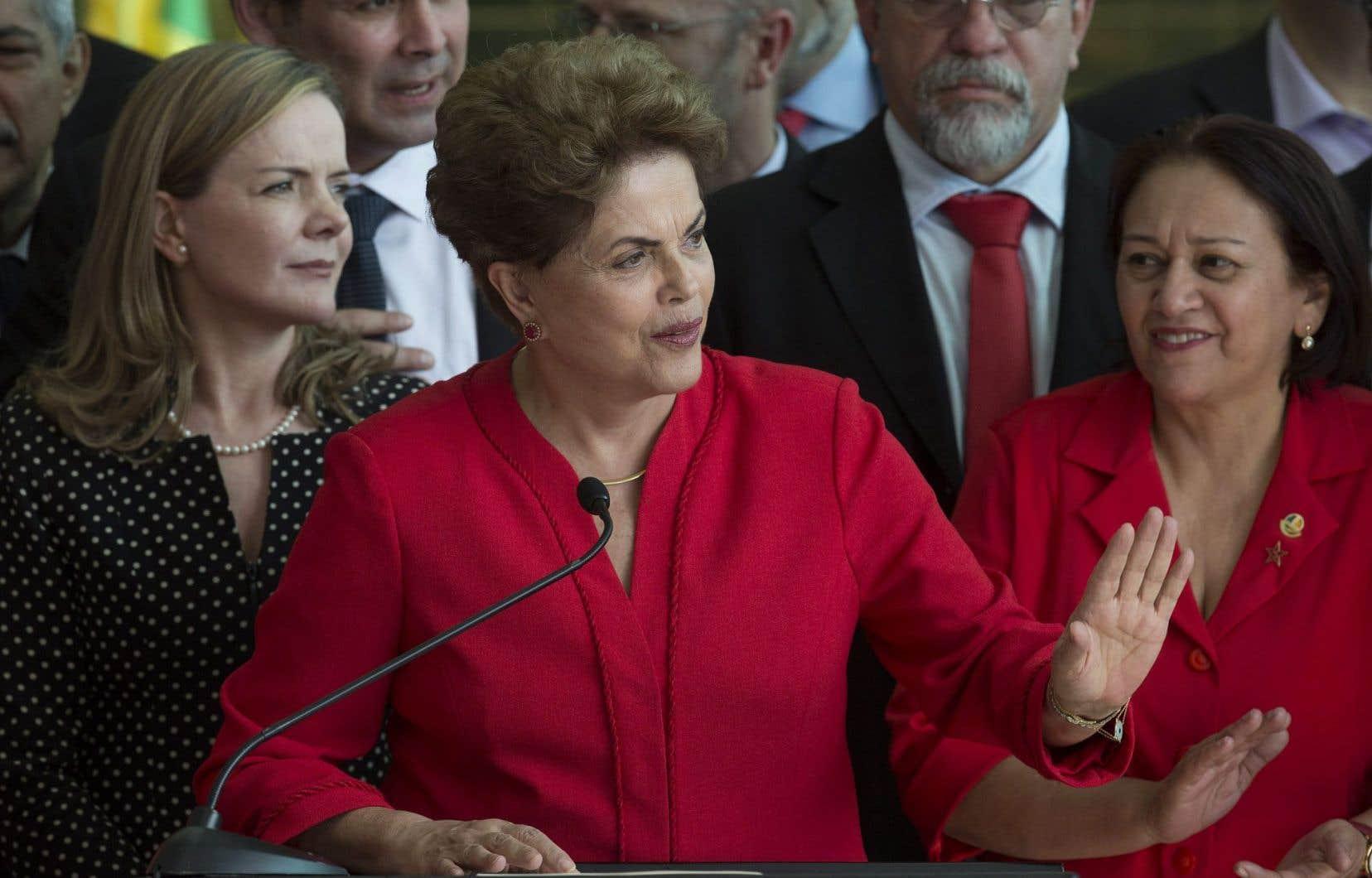 Dilma Rousseff, 68ans, clame son innocence et dénonce un «coup d'État» parlementaire orchestré par l'opposition de droite et Michel Temer.