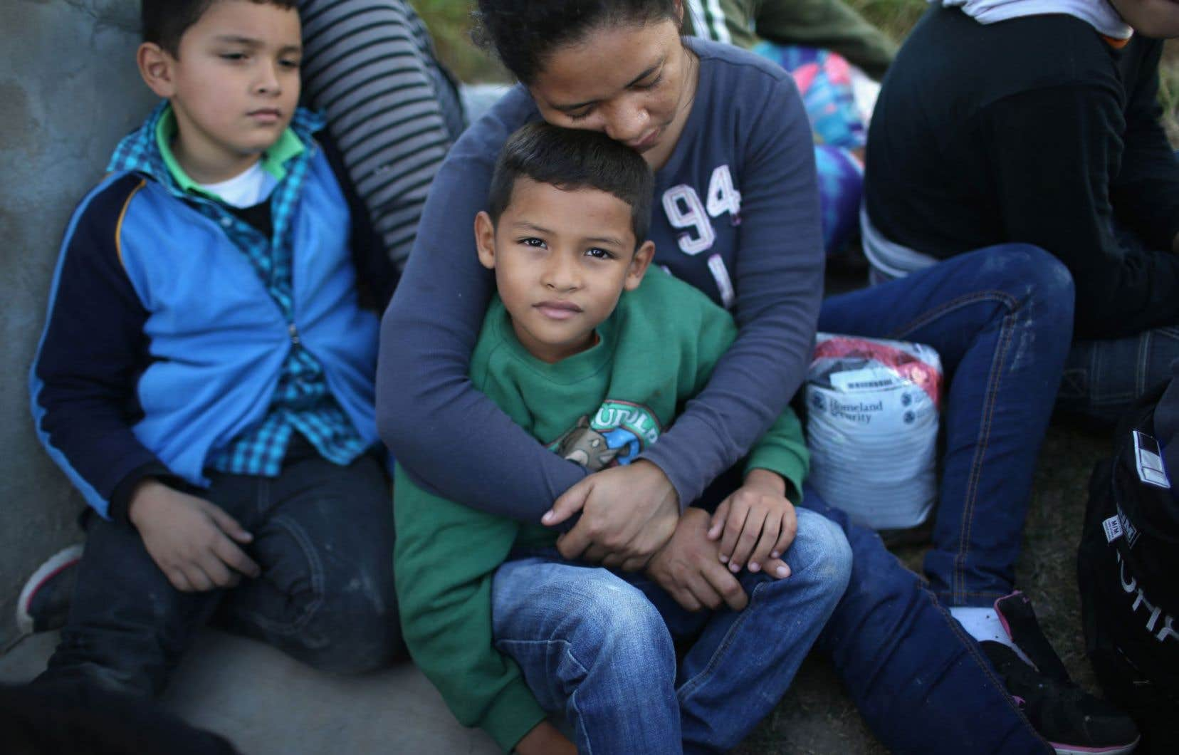 Subvenir aux besoins de leur famille signifie leur faire subir le contrecoup de leur absence.