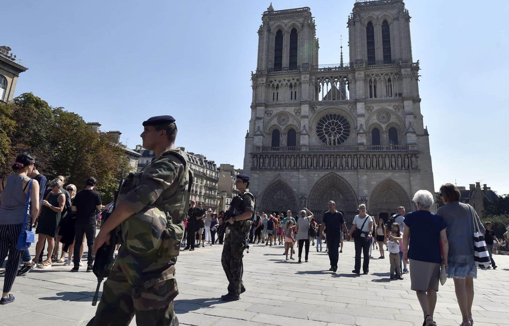 La sécurité était renforcée près de la cathédrale Notre-Dame à l'occasion de la fête de L'Assomption, en août dernier.