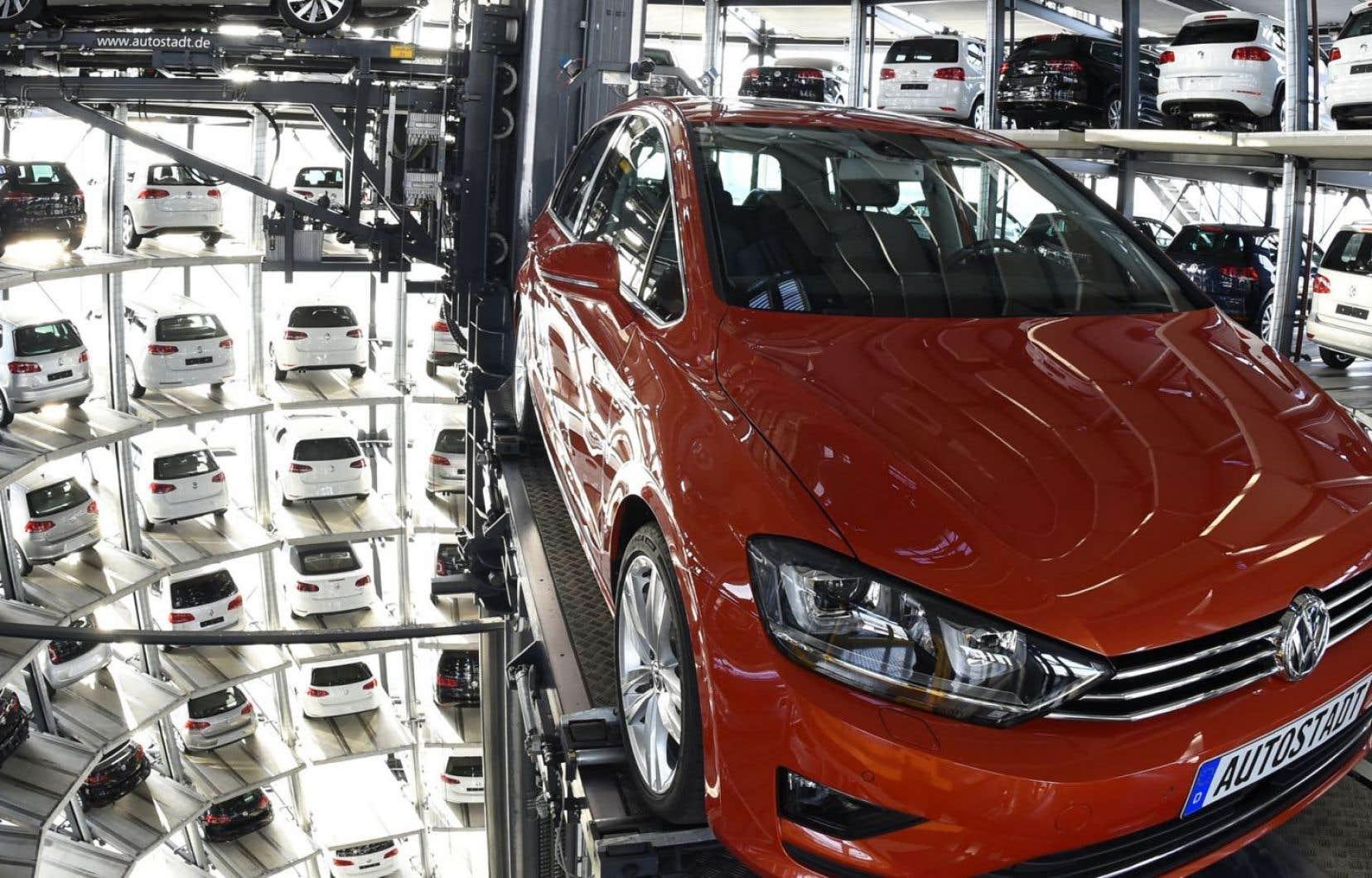 Volkswagen a avoué en septembre 2015 avoir installé dans 11 millions de véhicules diesel dans le monde un logiciel capable de les faire passer pour moins polluants.