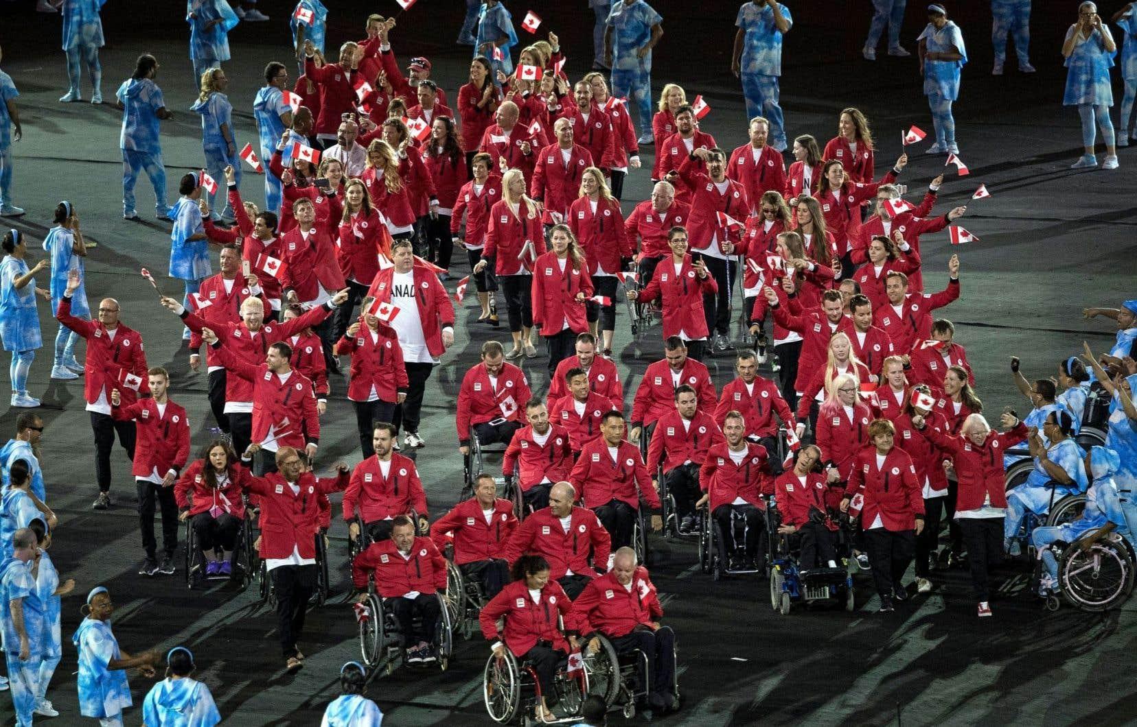 L'équipe canadienne paralympique faisant son entrée au stade de Rio