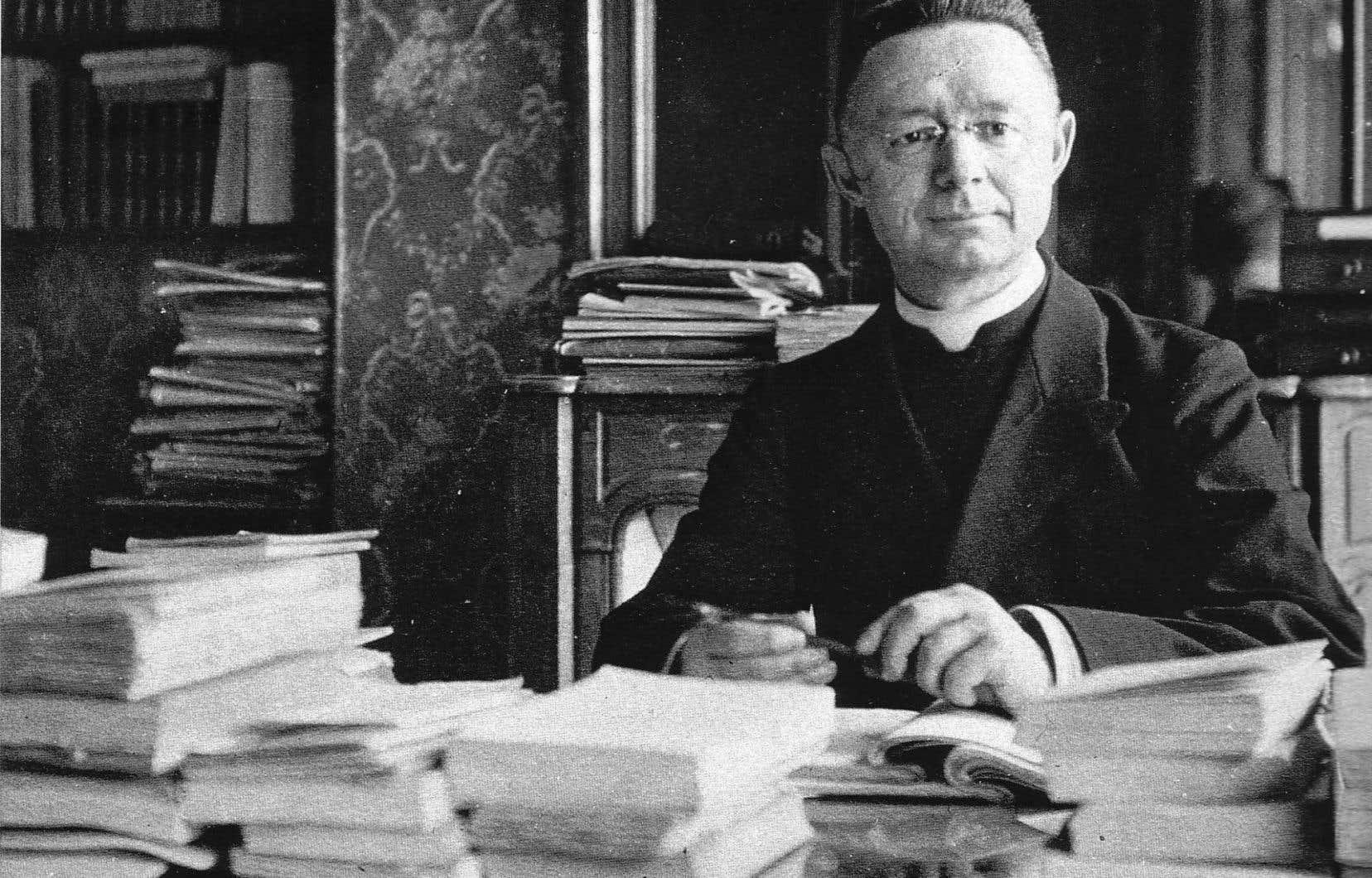 L'abbé Lionel Groulx, historien et professeur (ici en 1922), aura sa plaque à la station qui porte son nom.