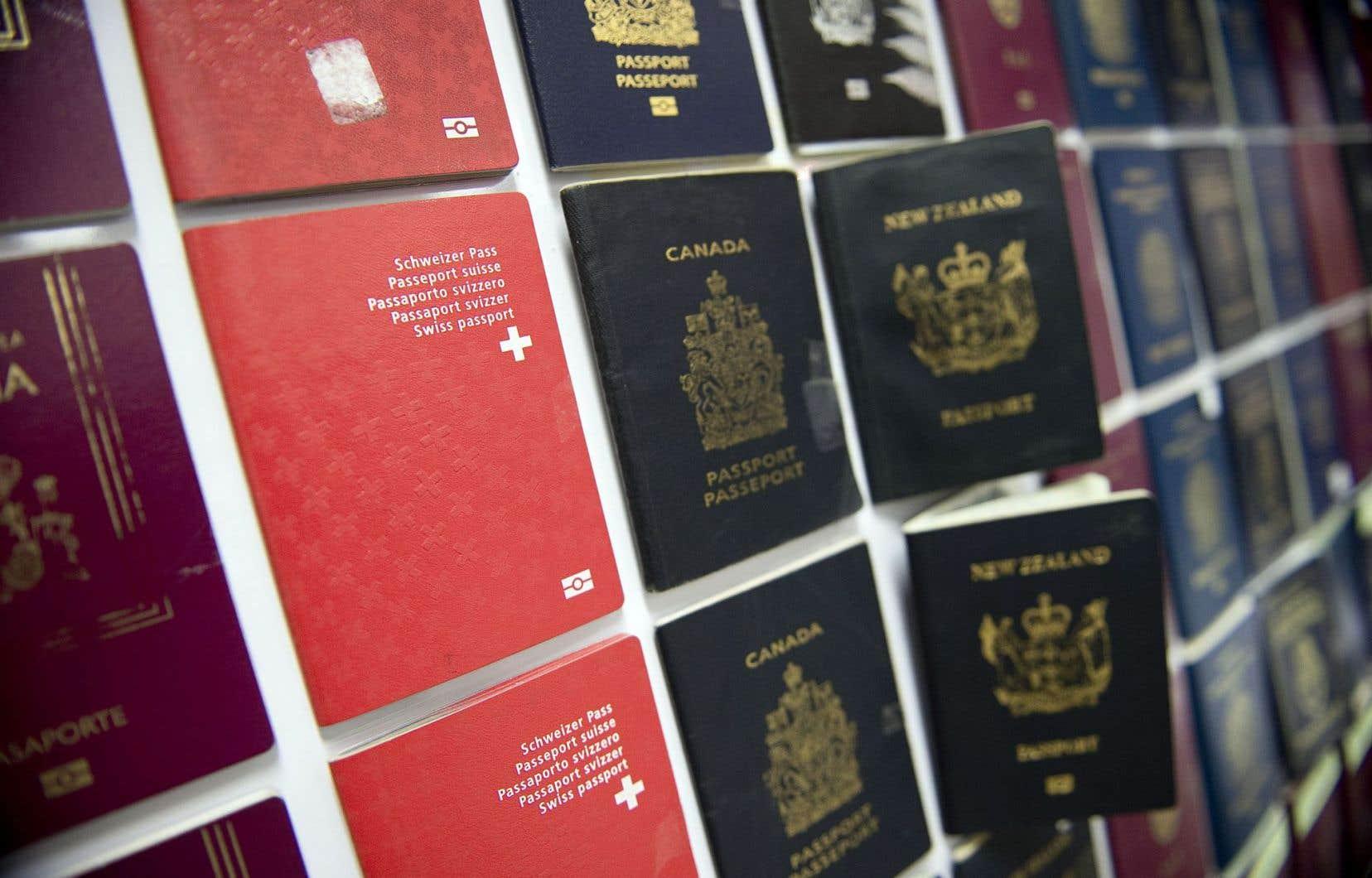 Faux passeports saisis par le Bureau d'immigration de Bangkok