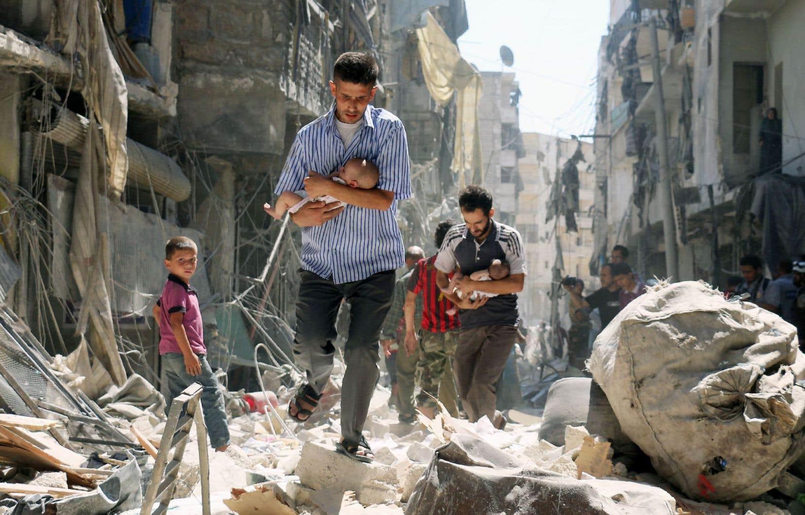 Une fois de plus, l'aviation du régime de Bachar al-Assad a bombardé des quartiers rebelles d'Alep ce dimanche.