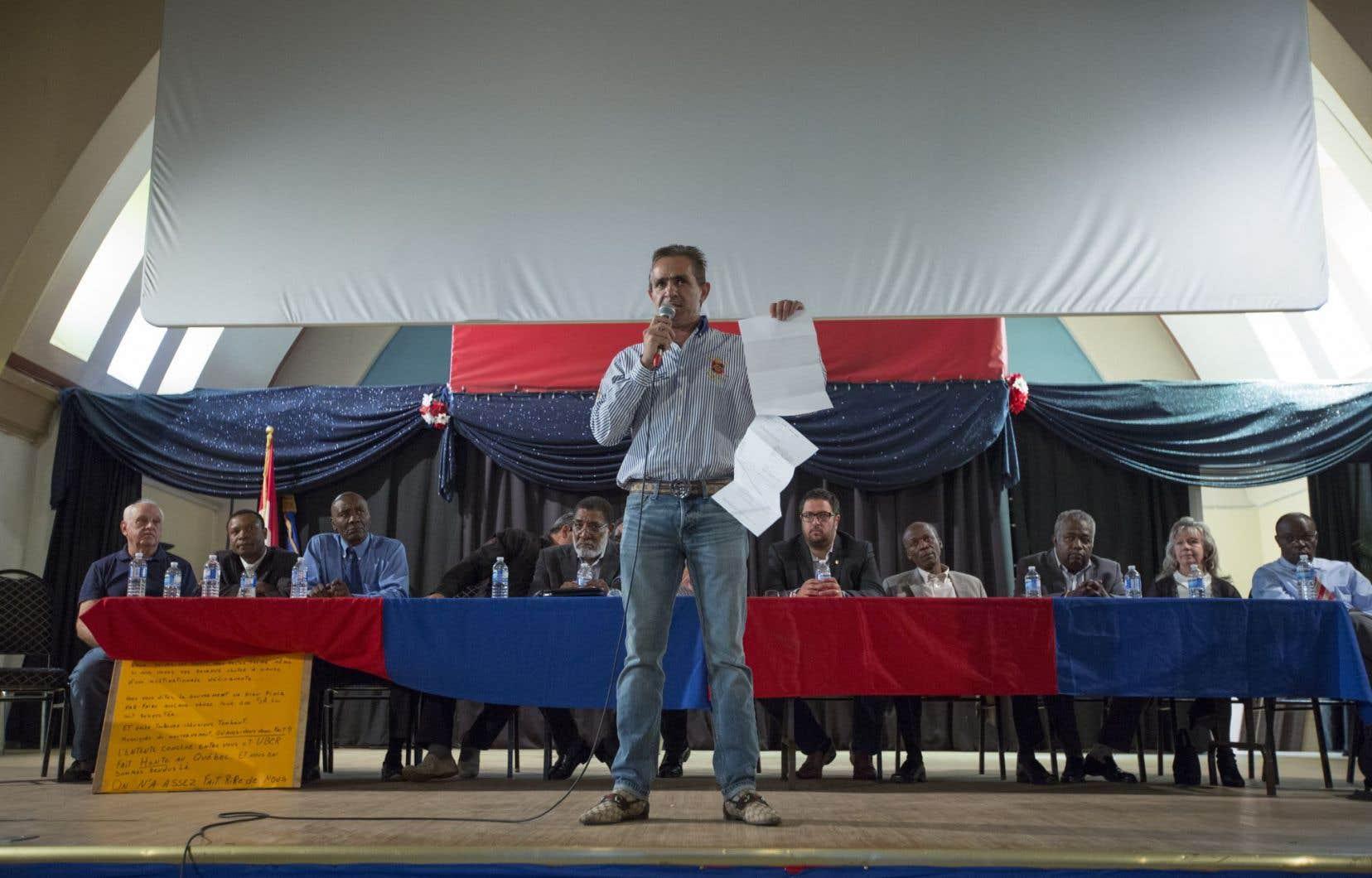 Les chauffeurs et propriétaires de taxi membres du Regroupement des travailleurs autonomes Métallos se sont réunis dimanche après-midi en assemblée extraordinaire pour statuer de la suite des choses.