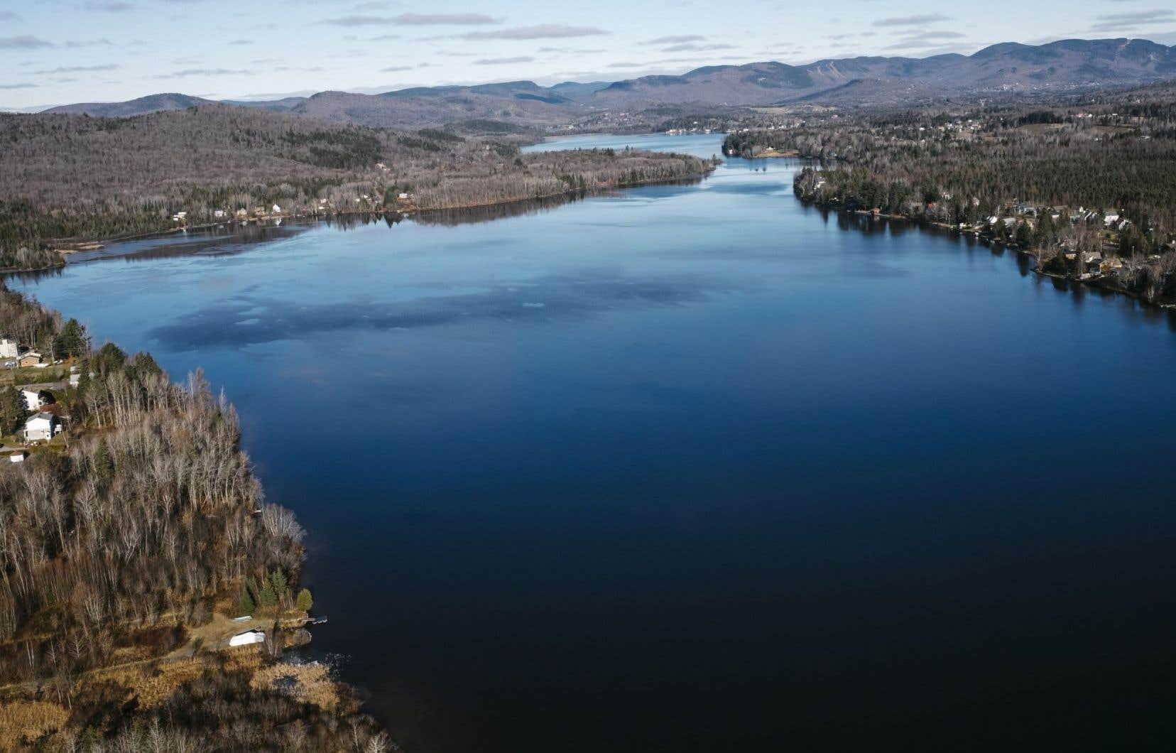 Le lac Saint-Charles, principale source d'eau potable de la ville de Québec, sera bientôt visé par des règles de protection.