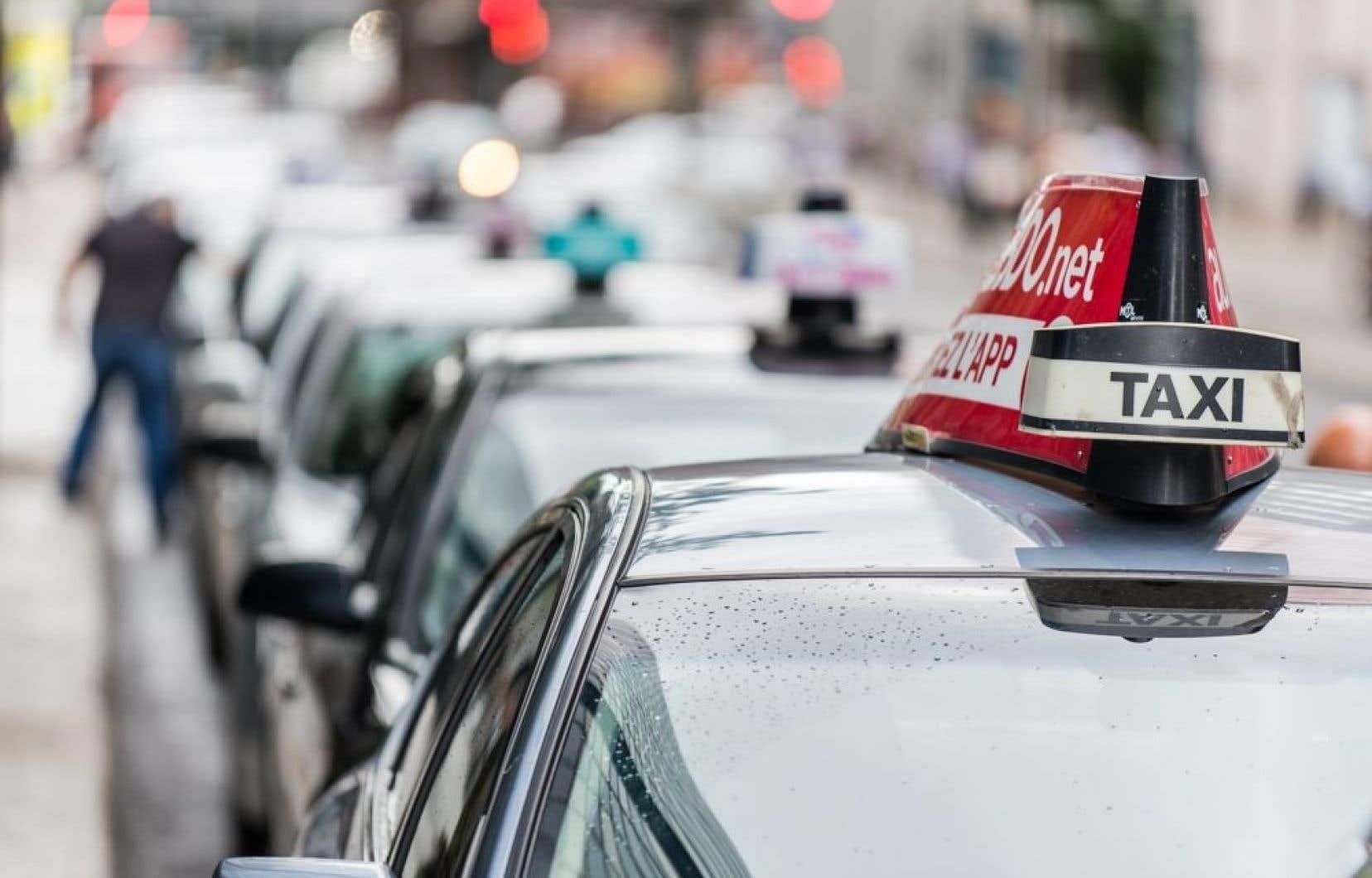 En réunion mardi, les représentants de l'industrie du taxi ont convenu d'expédier mercredi une mise en demeure au gouvernement et de déposer, jeudi, une demande d'injonction afin d'empêcher l'entrée en vigueur de l'entente conclue entre Québec et Uber.
