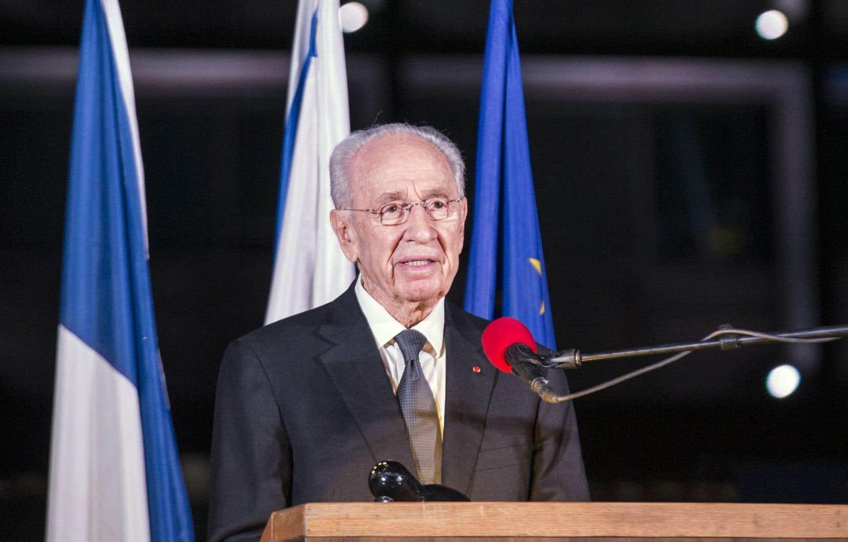 <p>Dernier homme politique issu de la génération des pères fondateurs d'Israël à être en vie, Shimon Peres, ministre au sein de nombreux gouvernements, a assumé à plusieurs reprises la fonction de premier ministre, puis celle de président de l'État d'Israël de2007 à2014.</p>