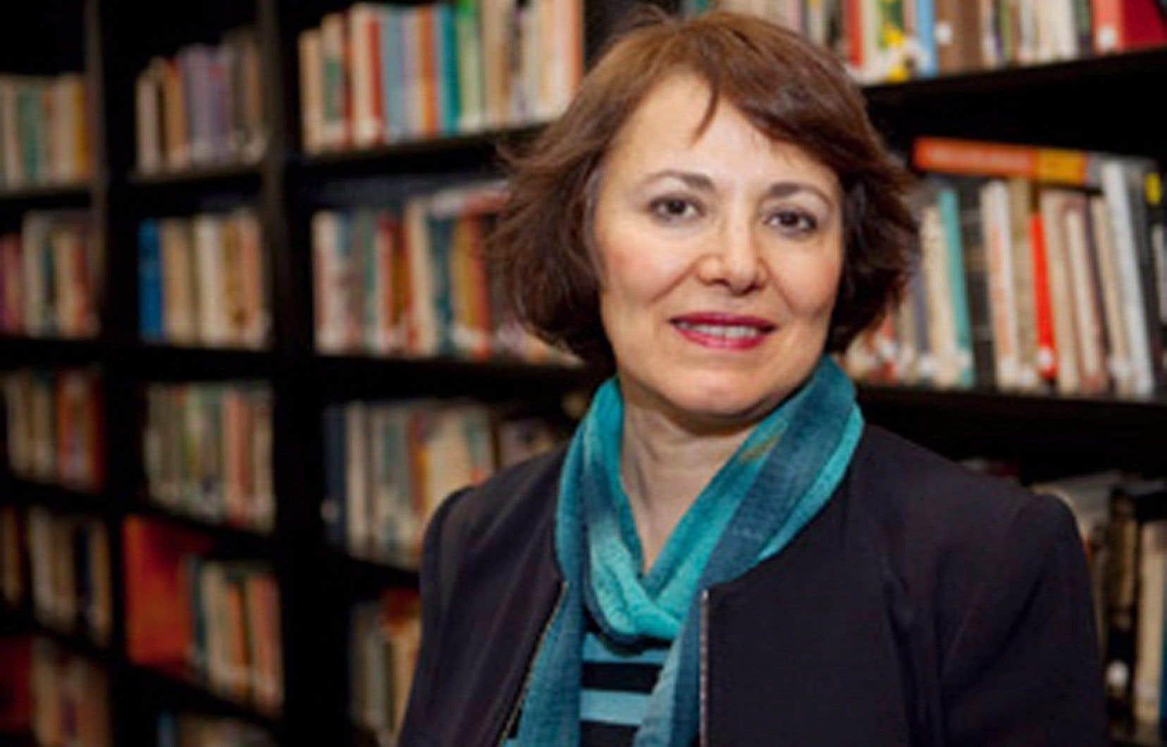 MmeHoodfar est accusée de «collaborer avec un gouvernement hostile», ainsi que de «baigner dans des activités féministes».