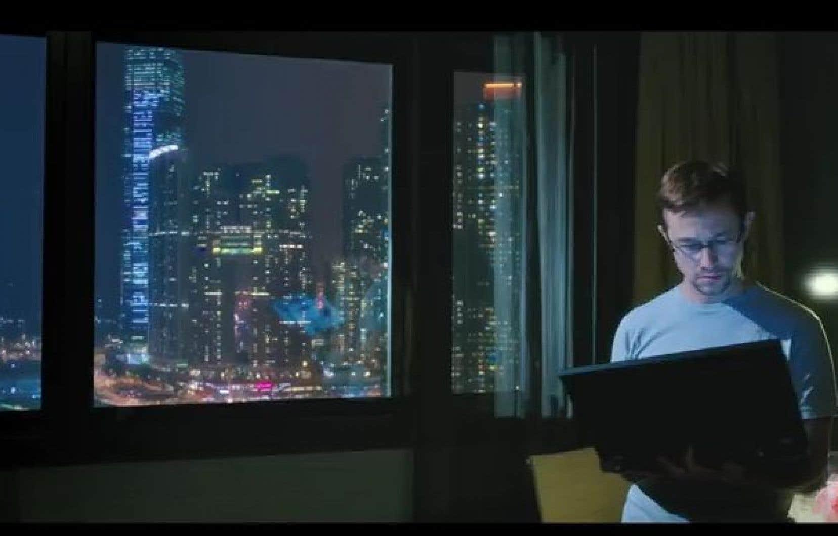 Edward Snowden dans l'oeil de la caméra du réalisateur Oliver Stone.