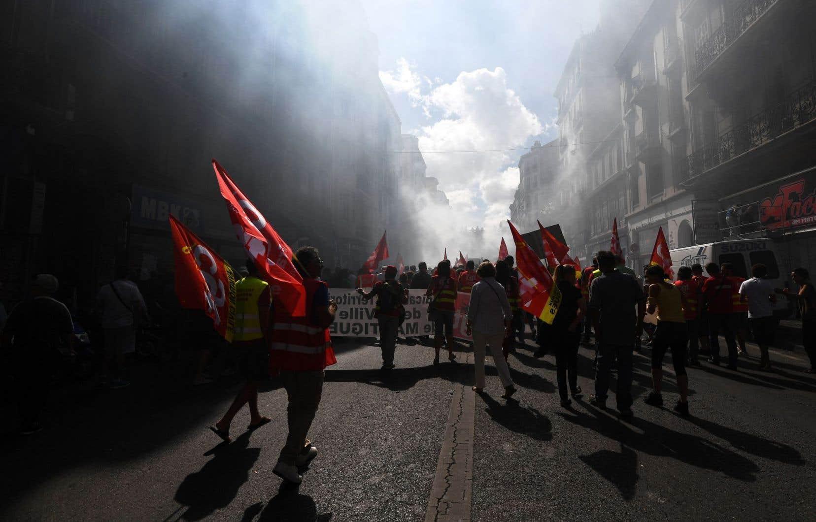 <p>Pour la 14efois, des milliers d'opposants à la<em> «loi travail» </em>ont défilé dans les rues de la capitale et d'une centaine de villes pour demander le <em>«retrait intégral»</em> de cette loi défendue par le gouvernement socialiste contre une partie de son camp.</p>