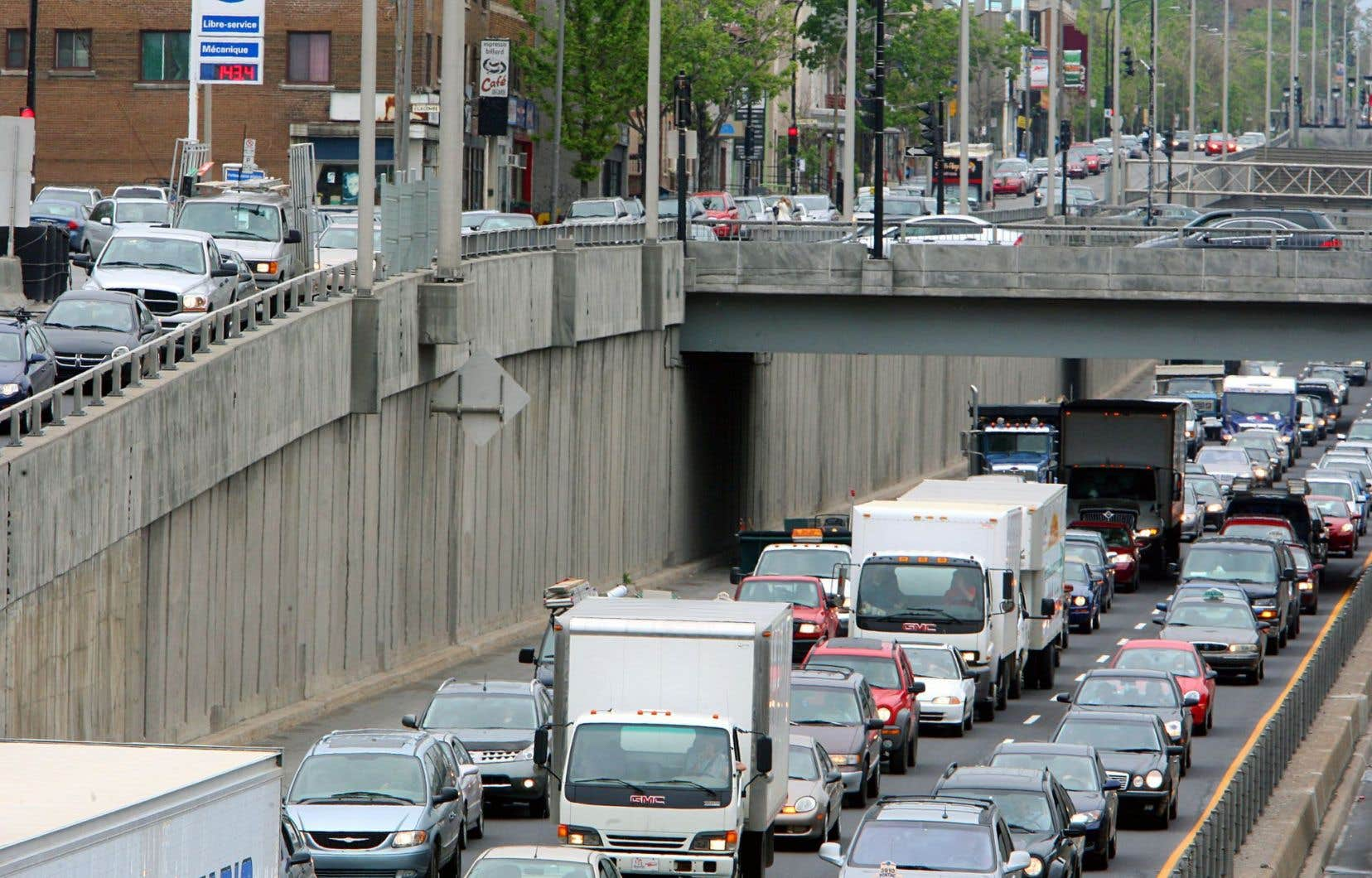 Dans la région du Grand Montréal, la mise en place de services de « micro-transit » dans des secteurs à faible densité ou encore déployés, au besoin, en fonction de la demande, pourrait inciter près de 75 000 automobilistes — soit 5 % de ceux qui choisissent ce mode de transport au quotidien — à troquer leur véhicule individuel pour des navettes partagées.