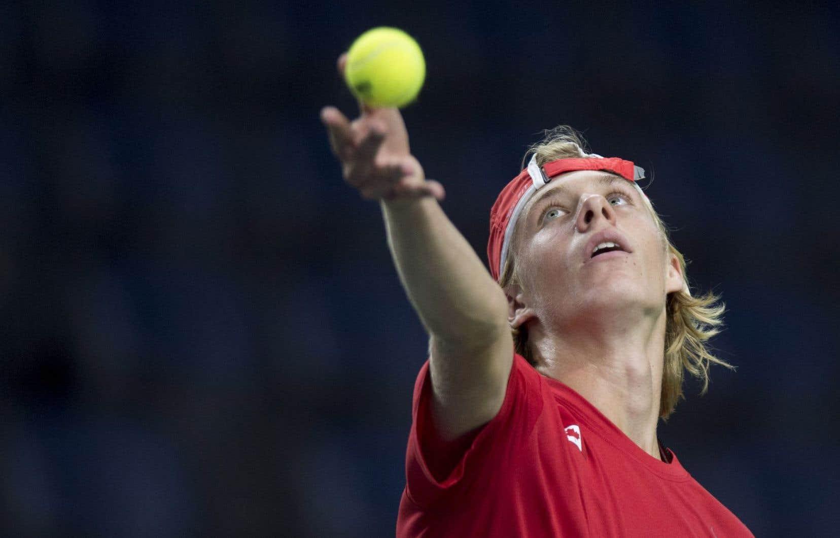 Le Canadien Denis Shapovalov, âgé de seulement 17 ans, s'est vu offrir la chance de disputer un premier match en carrière en Coupe Davis.
