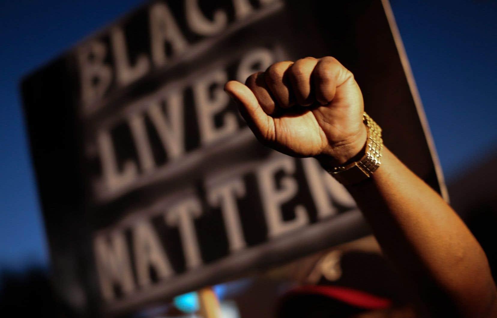 Il s'agit d'une cinquième journée consécutive de manifestation à Charlotte après que des agents eurent abattu un Afro-Américain plus tôt cette semaine.