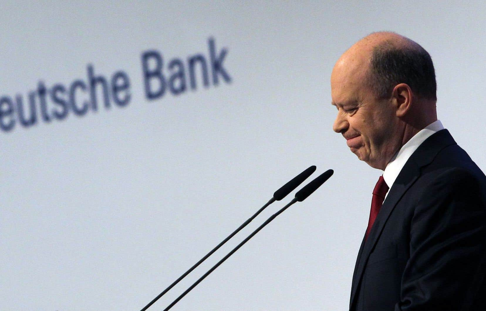 Le Britannique John Cryan, aux commandes de Deutsche Bank depuis l'été 2015, est monté en première ligne pour tenter d'apaiser les investisseurs.