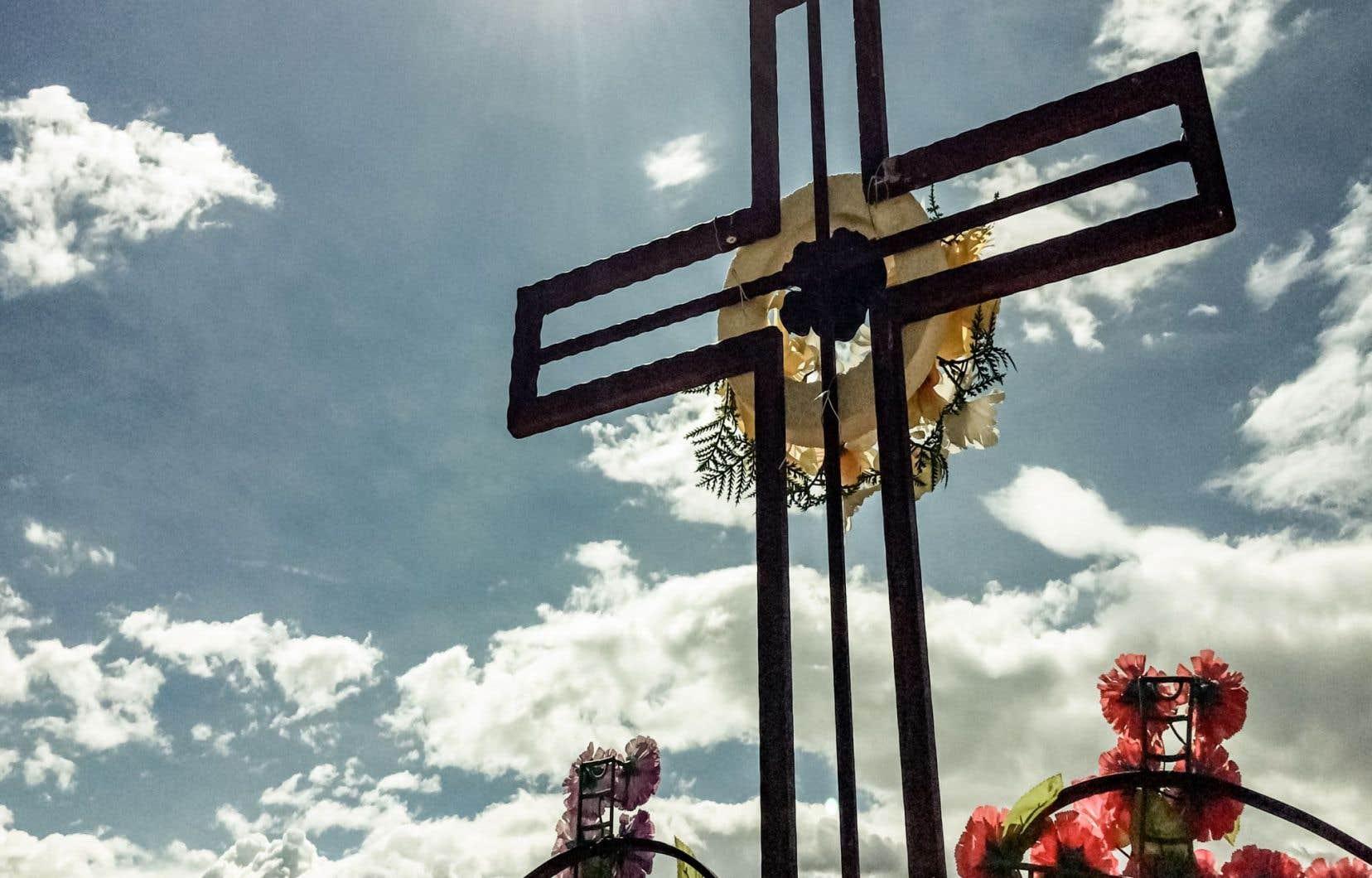 Les évêques de l'Ouest canadien font valoir que l'aide à mourir diffère du cas des personnes ayant commis le suicide puisqu'on reconnaît aujourd'hui que ce geste irréparable découle d'une détresse psychologique ou d'une maladie mentale.