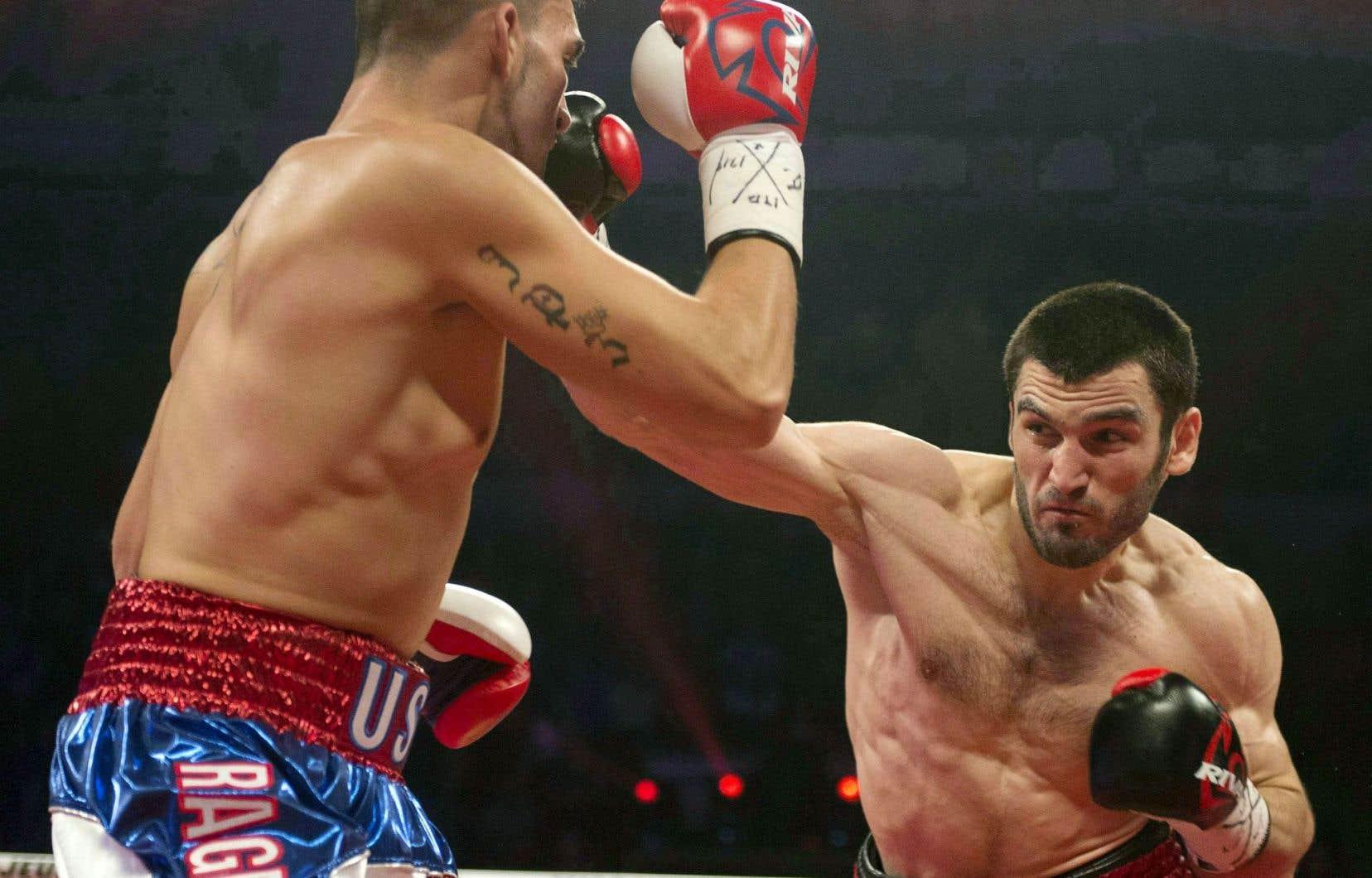 Beterbiev est l'aspirant numéro 2 de l'International Boxing Federation (IBF), numéro 3 du World Boxing Council (WBC) et de la World Boxing Association (WBA), et numéro 4 de la WBO.