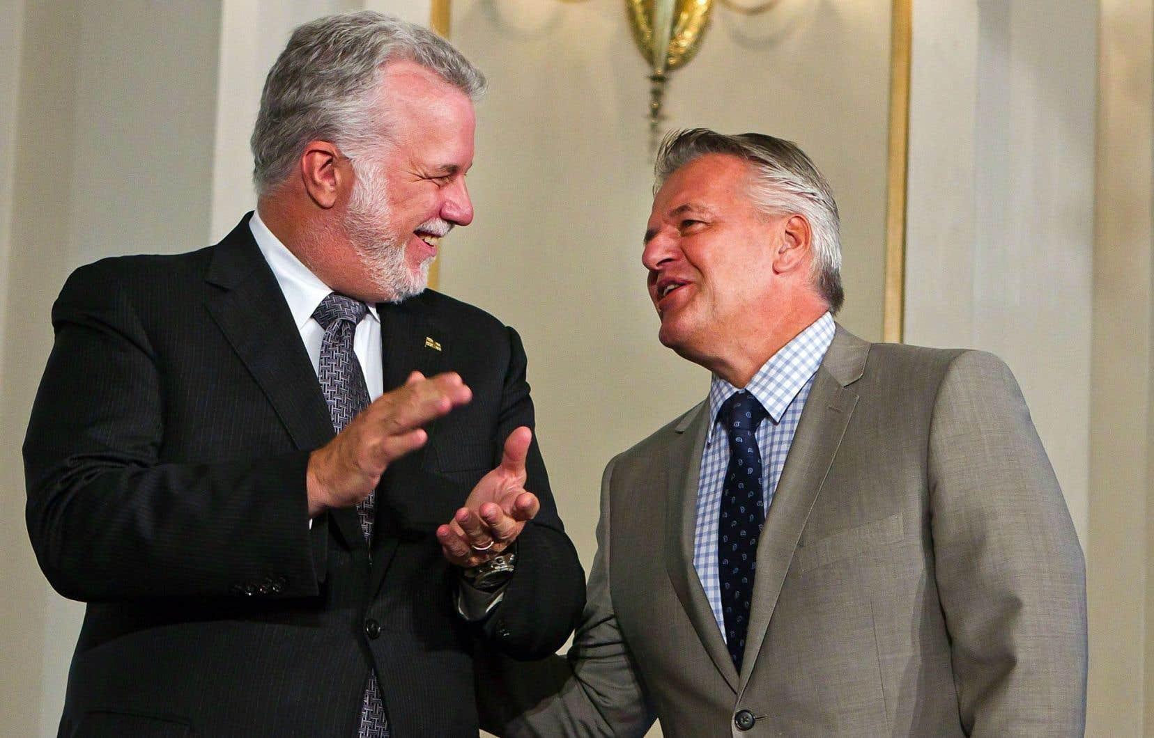 Philippe Couillard et Laurent Lessard lors du remaniement du 20août dernier. M.Couillard a réitéré sa confiance en son ministre à plusieurs reprises au cours des derniers jours.