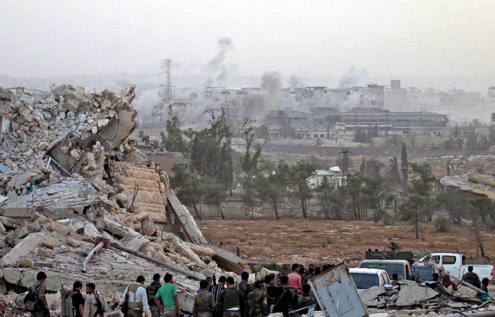 Pour la deuxième fois en une semaine, le plus grand hôpital des quartiers rebelles d'Alep a été frappé samedi par deux barils d'explosifs.