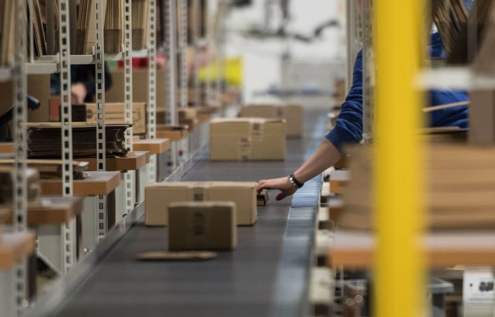 Un entrepôt du groupe américain Amazon. Le Québec perd, selon le ministère des Finances, 177millions par année en taxes impayées lors de transactions effectuées sur des sites commerciaux établis à l'extérieur de ses frontières.
