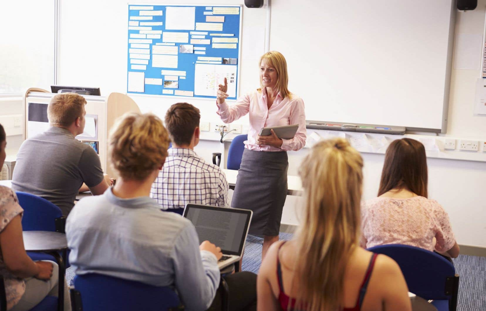 Entre2012 et2015, l'effectif professoral a diminué, chutant de9961 à9465 enseignants.