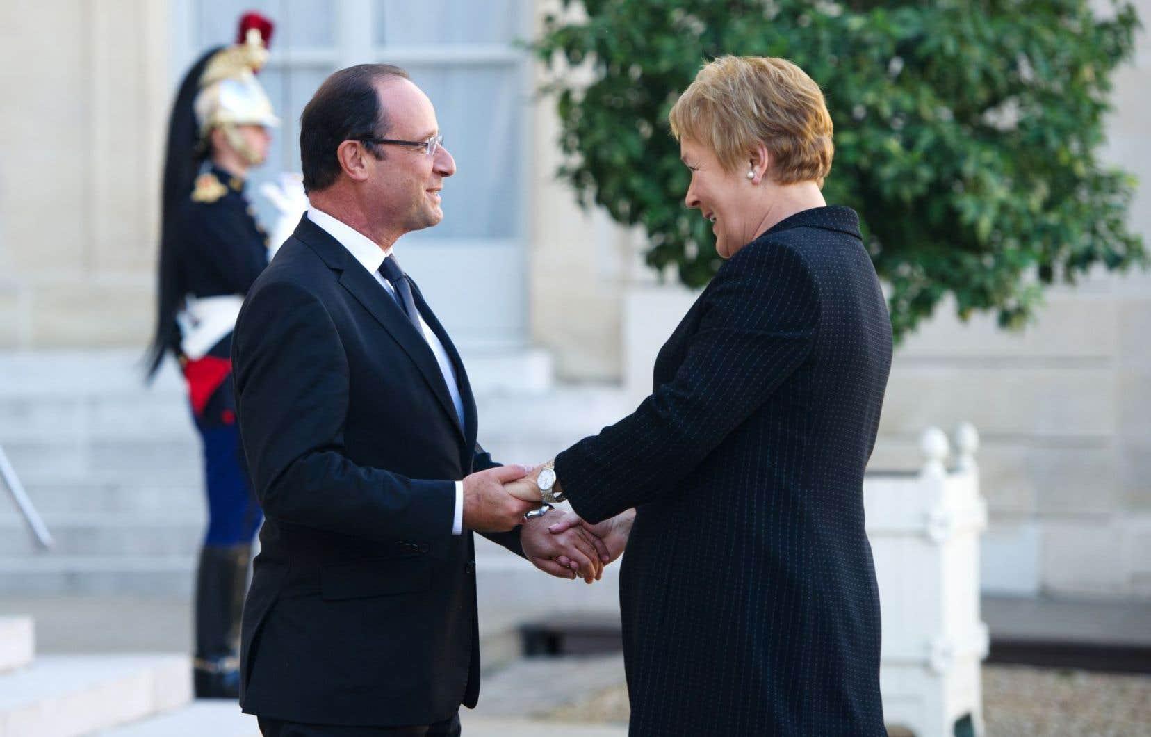 «Je ne vois vraiment rien dans la carrière politique de Mme Marois qui permet de conclure qu'elle ne maîtrise pas les enjeux internationaux et qu'elle a desservi le Québec sur la scène internationale, et ce, à partir d'un seul point de presse !» écrit l'auteure.