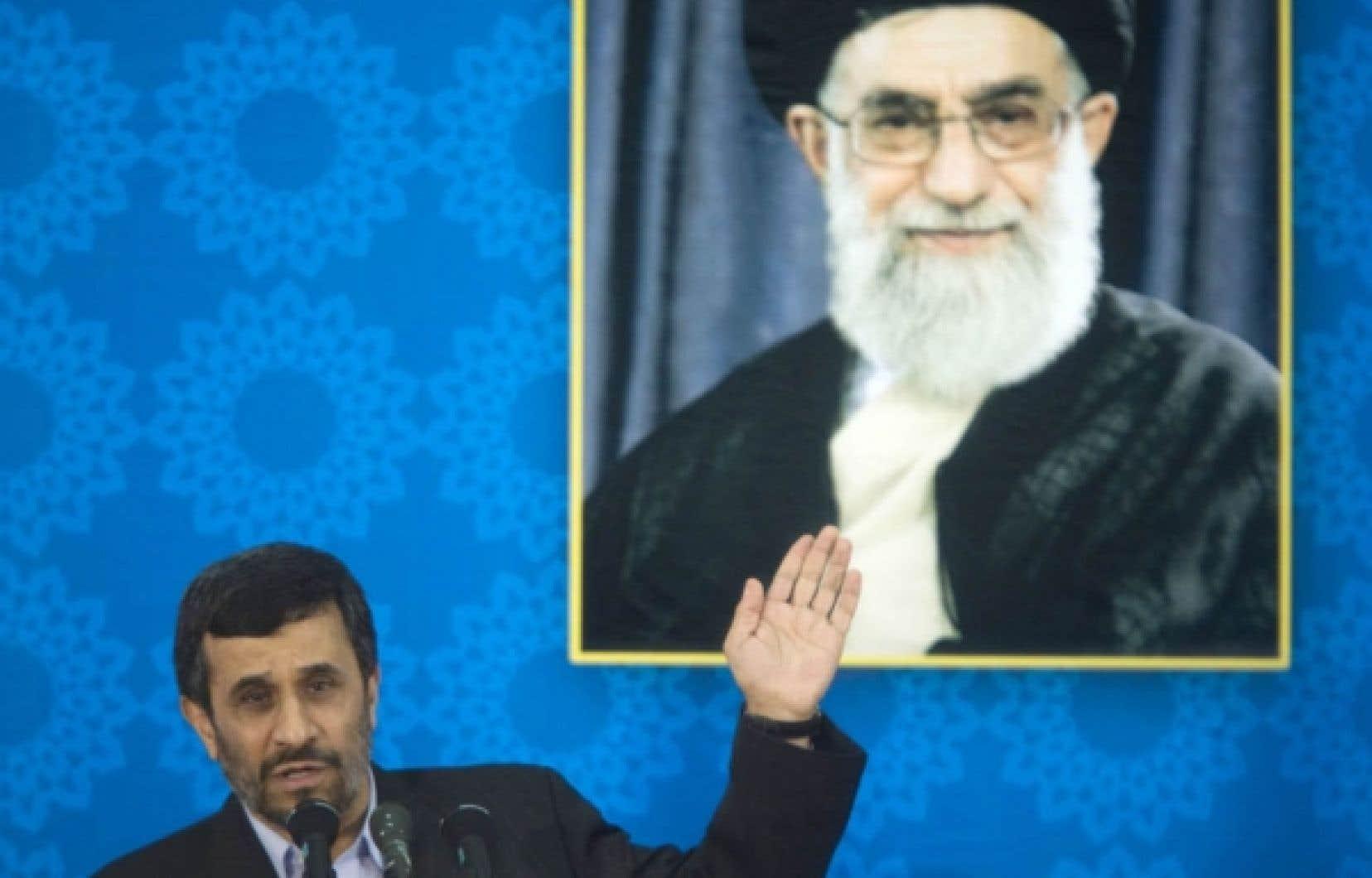 Mahmoud Ahmadinejad est montré du doigt pour des ponctions dans les revenus pétroliers.