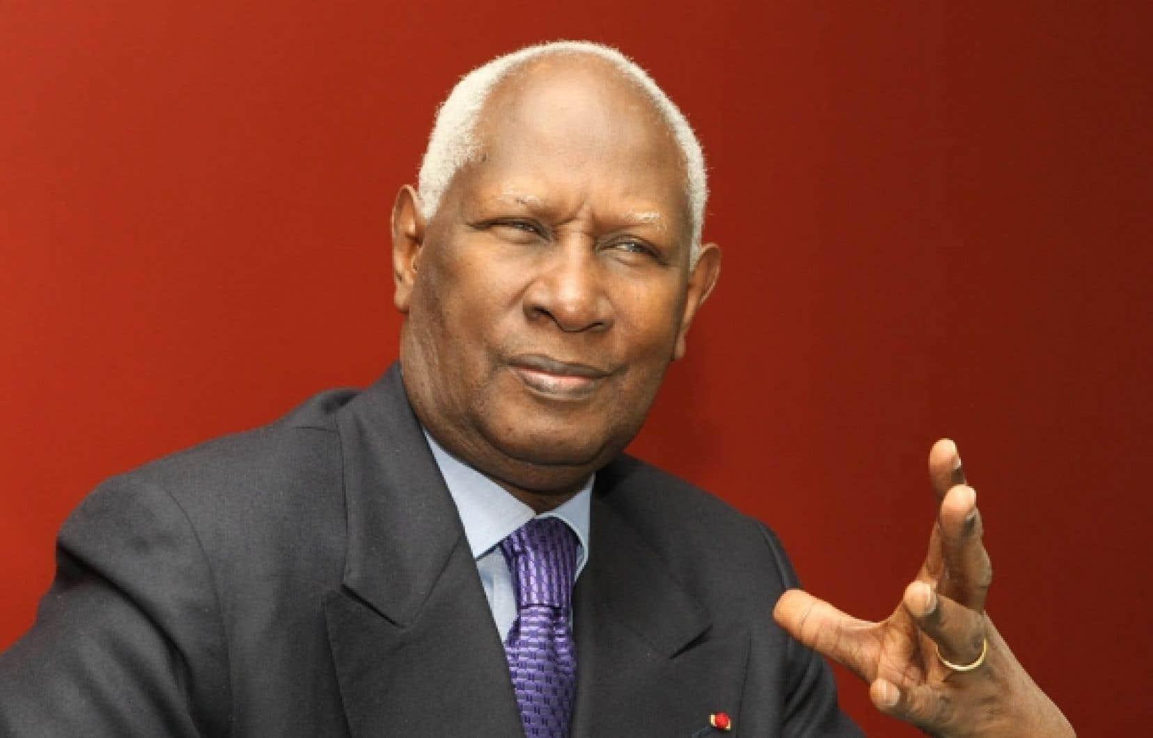 «Les officiels, les experts et les politiciens sont rarement des alliés» dans le combat pour la protection du français, dénonce le secrétaire général de la Francophonie, Abdou Diouf.