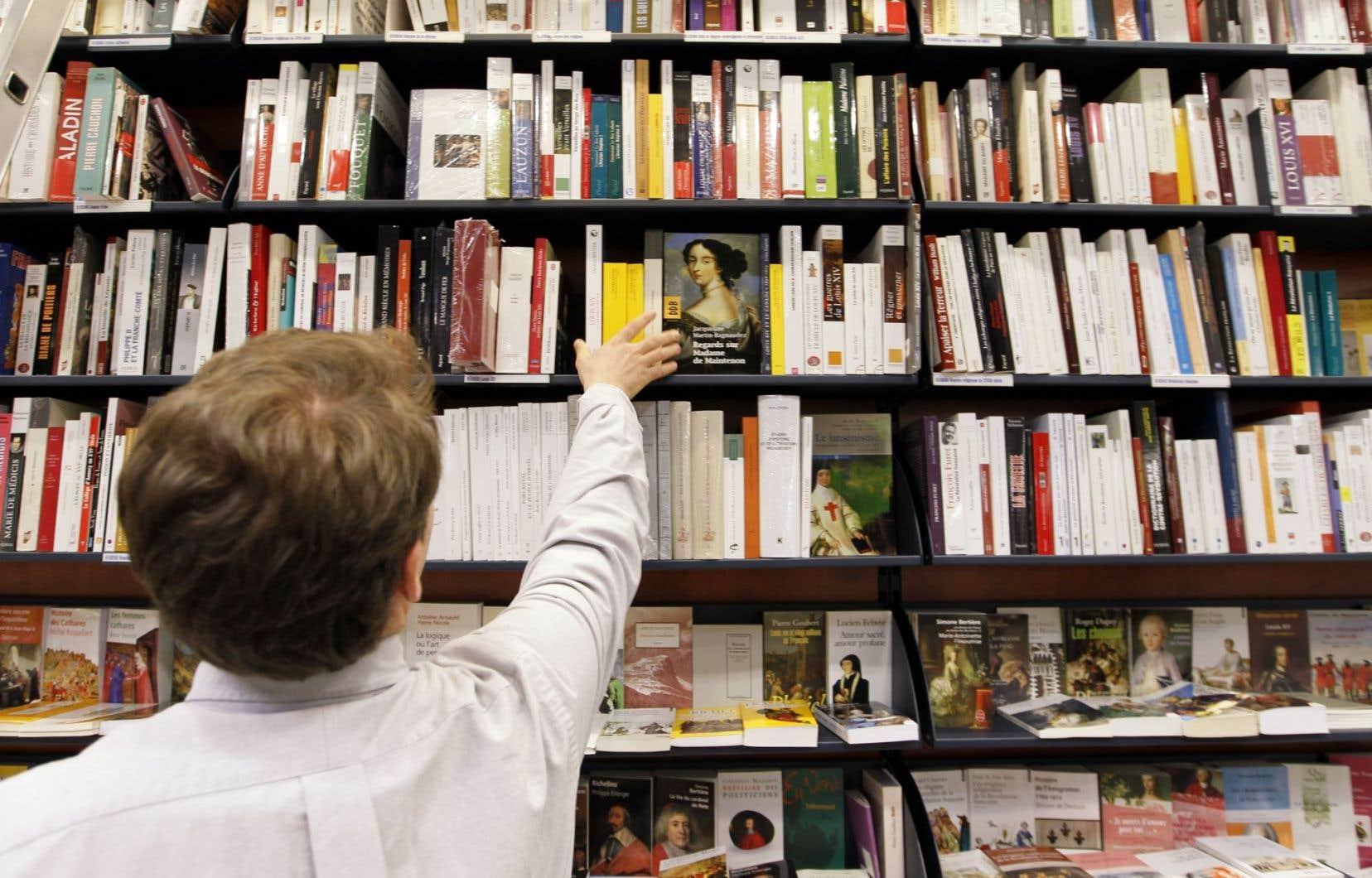 """«Le """"bon libraire"""", dit-on, compte autant de clients fidèles qui voient en lui le plus aimable des hommes que de clients qui l'exècrent pour sa morgue et le méprisent pour son corps débile.»"""