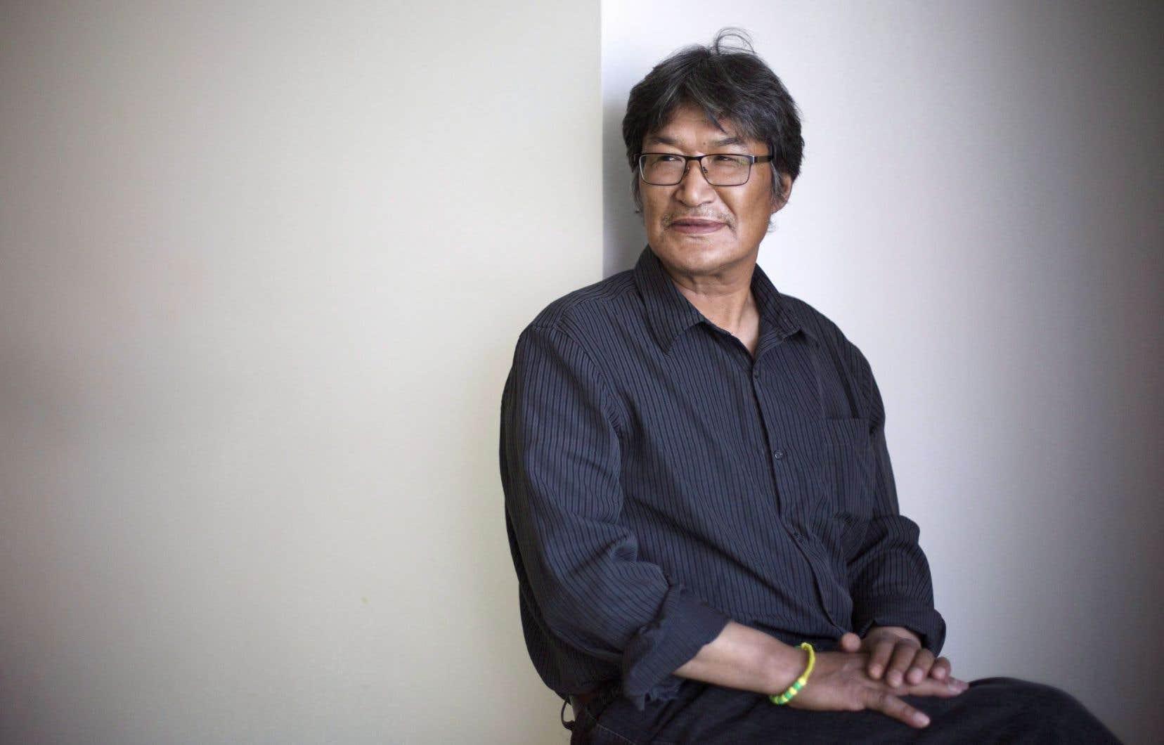 Kunuk est le premier cinéaste inuit à avoir tourné ses histoires en inuktitut et avec une équipe locale.