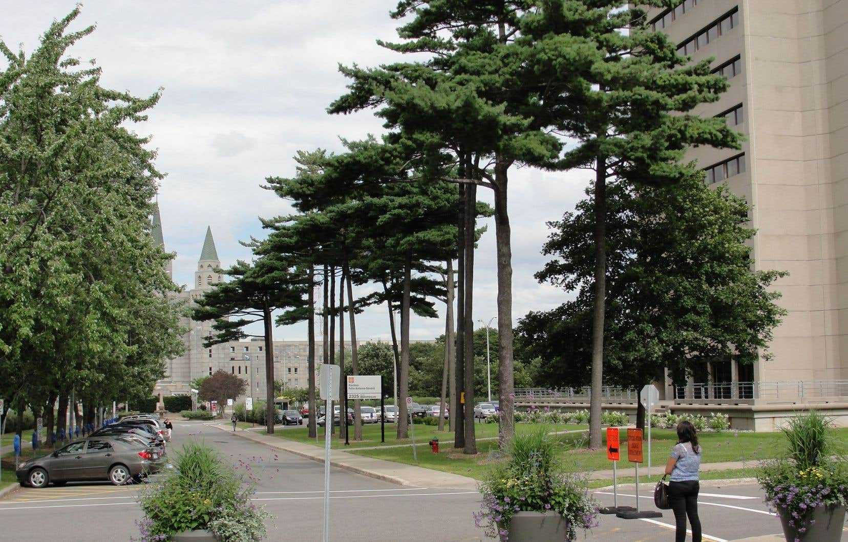 Les autorités ont levé le voile sur «près d'une dizaine» de plaintes liées à l'introduction de suspects dans les chambres des résidences universitaires de l'Université Laval.