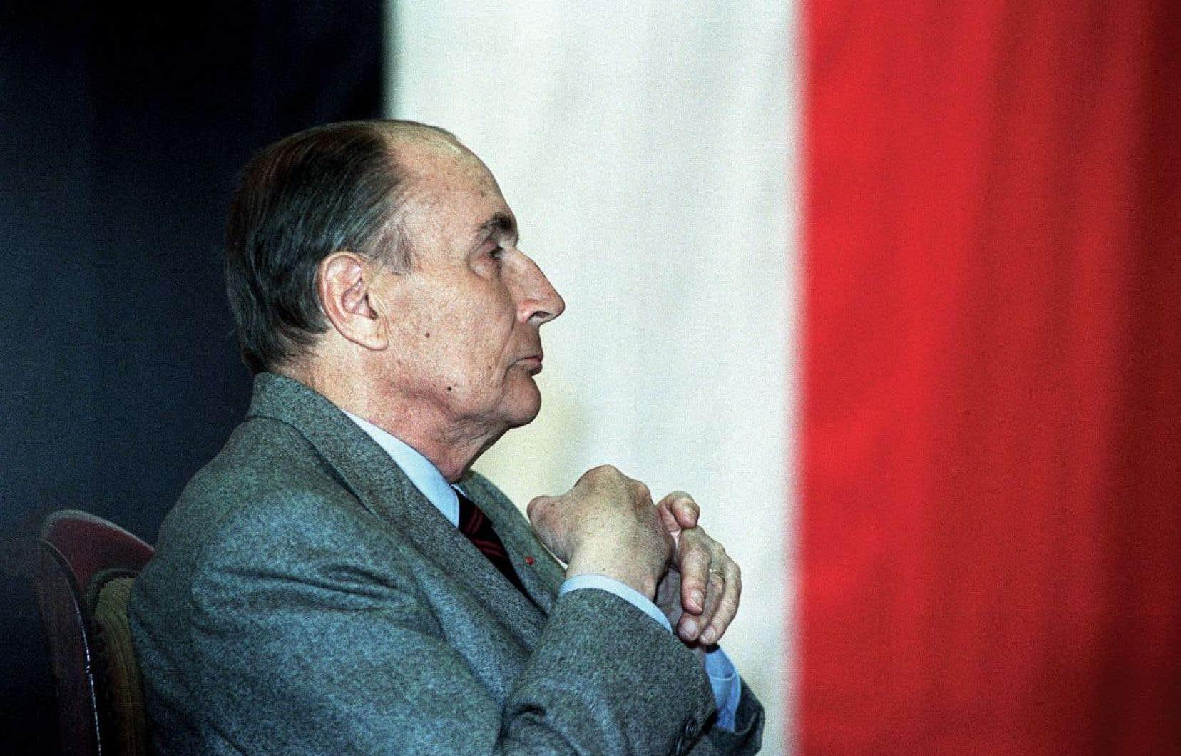 François Mitterrand a été président de la France de mai 1981 à mai 1995. Mitterrand et Anne Pingeot se sont rencontrés en 1962. Ce n'est qu'en 1994 que les Français découvrent l'existence de cette liaison dont était née leur fille, Mazarine.