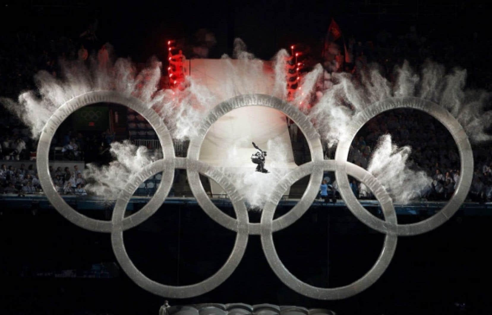 Le coup d'envoi des XXIes Jeux olympiques d'hiver a été donné, hier soir, au BC Place de Vancouver, lors d'une cérémonie d'ouverture assombrie par le décès d'un lugeur.