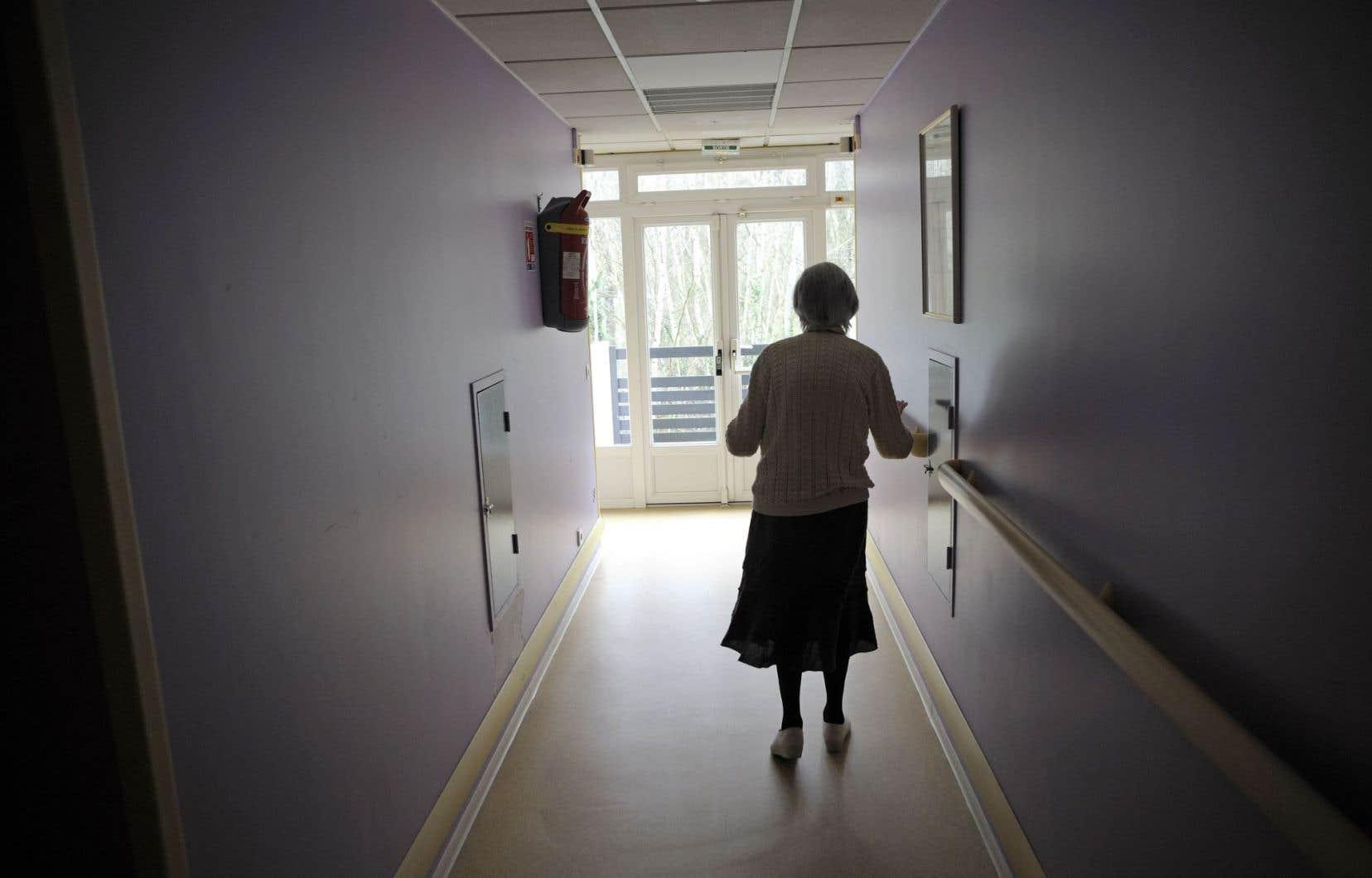 Une dame atteinte d'Alzheimer, dans une maison de retraite de l'est de la France.