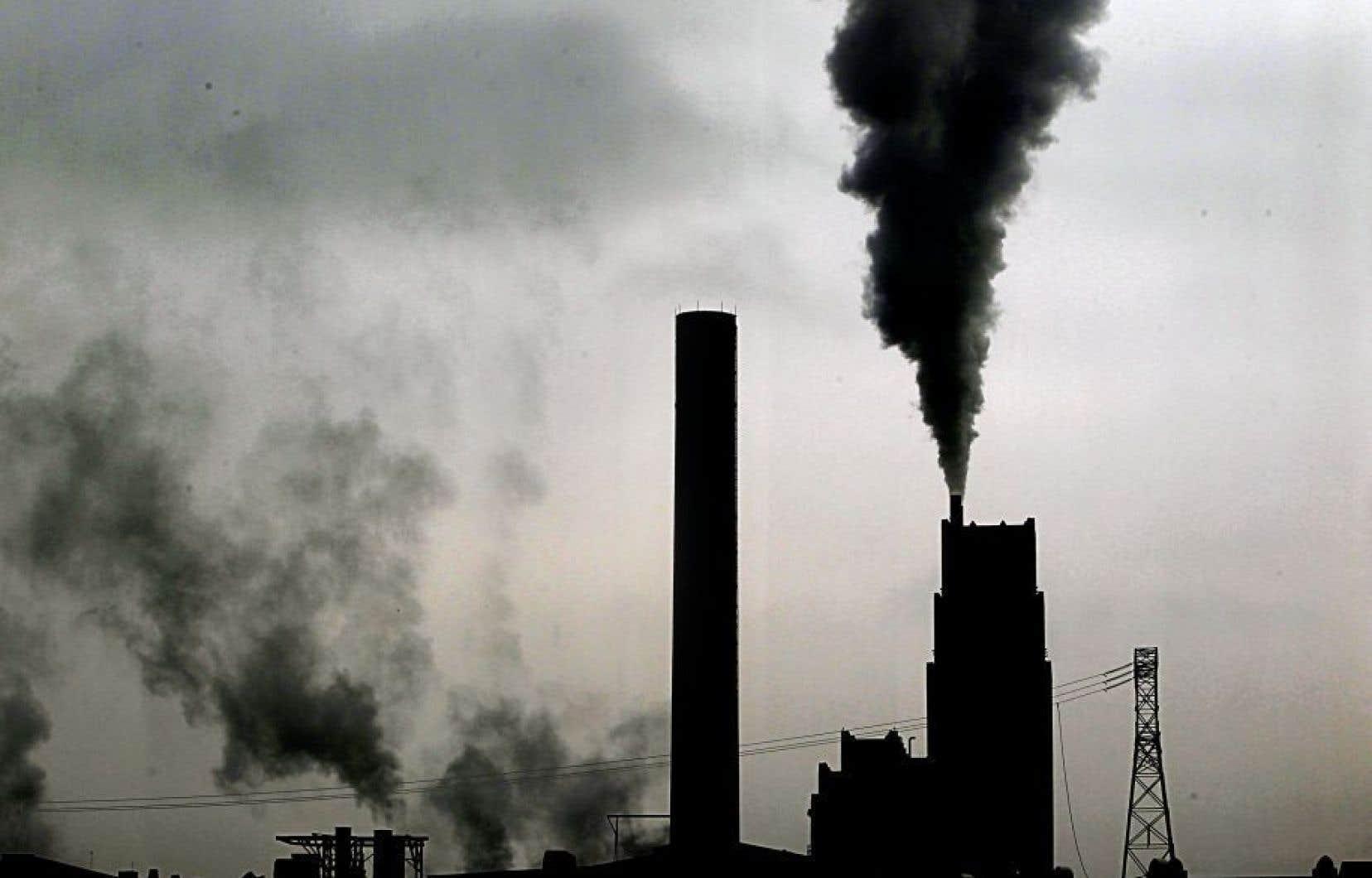 Les entreprises qui émettent plus de 25 000 tonnes de CO2 par année doivent se procurer des droits d'émission.