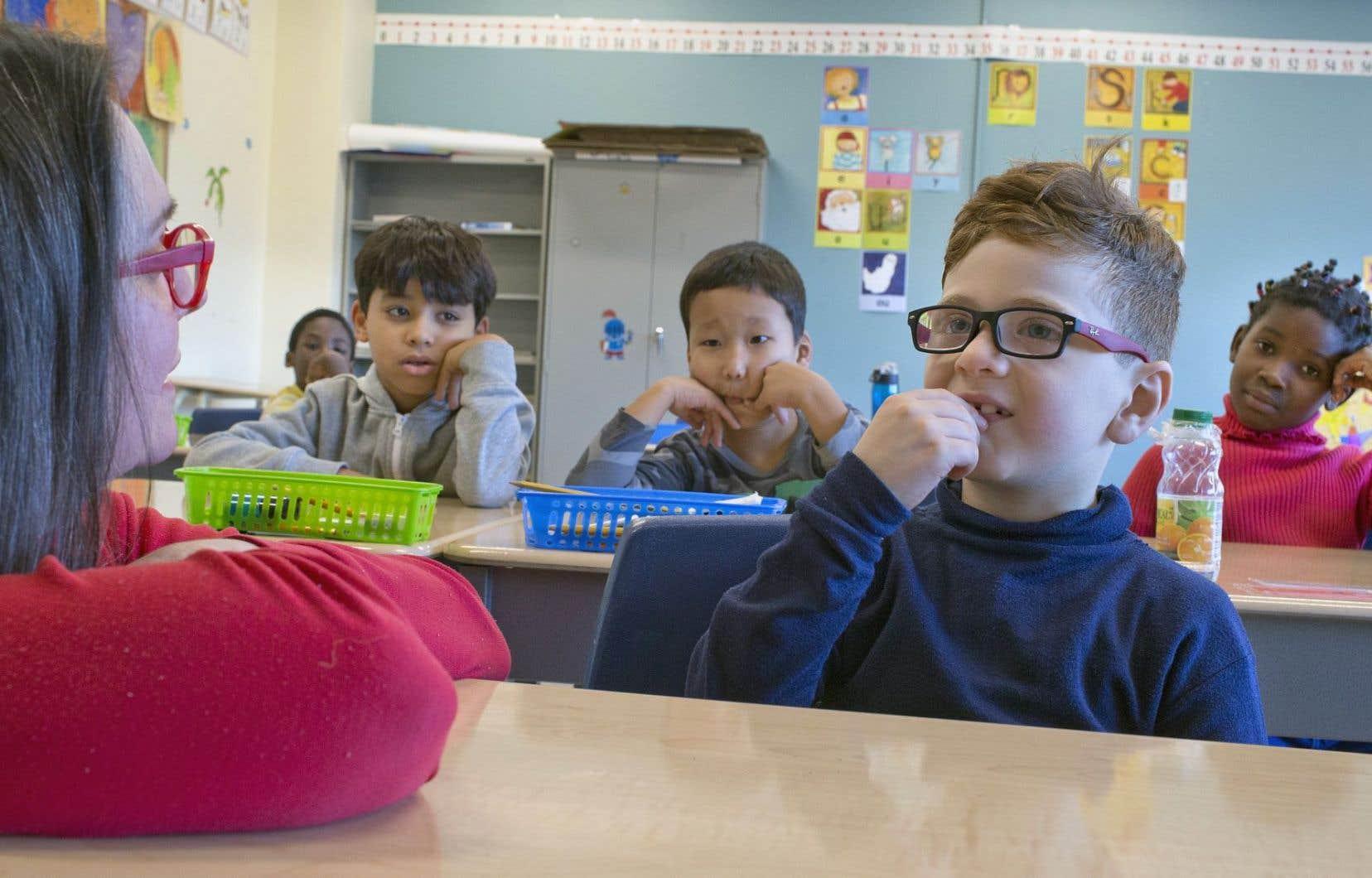 Malgré des avancées majeures du Québec pour adapter son système éducatif à la diversité, notamment pour accueillir les jeunes issus de l'immigration dans le secteur français, la recherche québécoise révèle cependant des «zones de vulnérabilité», qui prennent parfois la forme de processus ou de pratiques qui ont des effets involontairement préjudiciables sur les parcours scolaires.