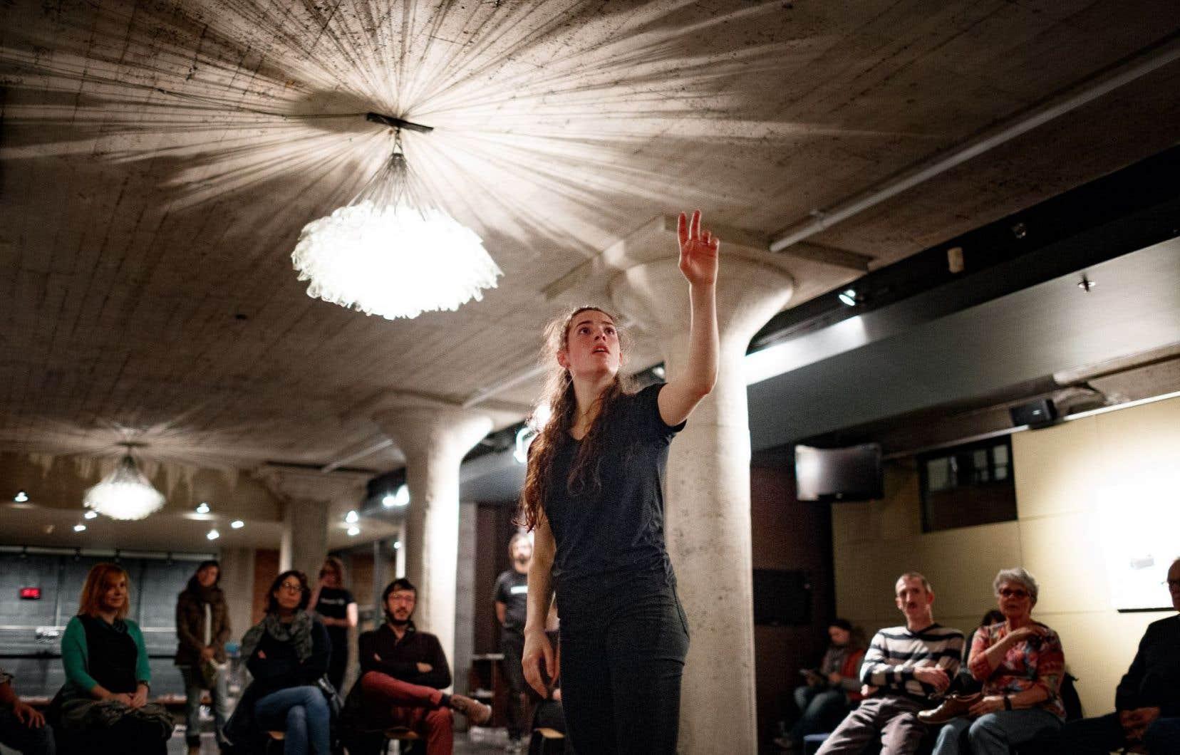 La danseuse Maya Milet interprète la chorégraphie «Haltérophilie», créée par Lorenzo De Angelis.
