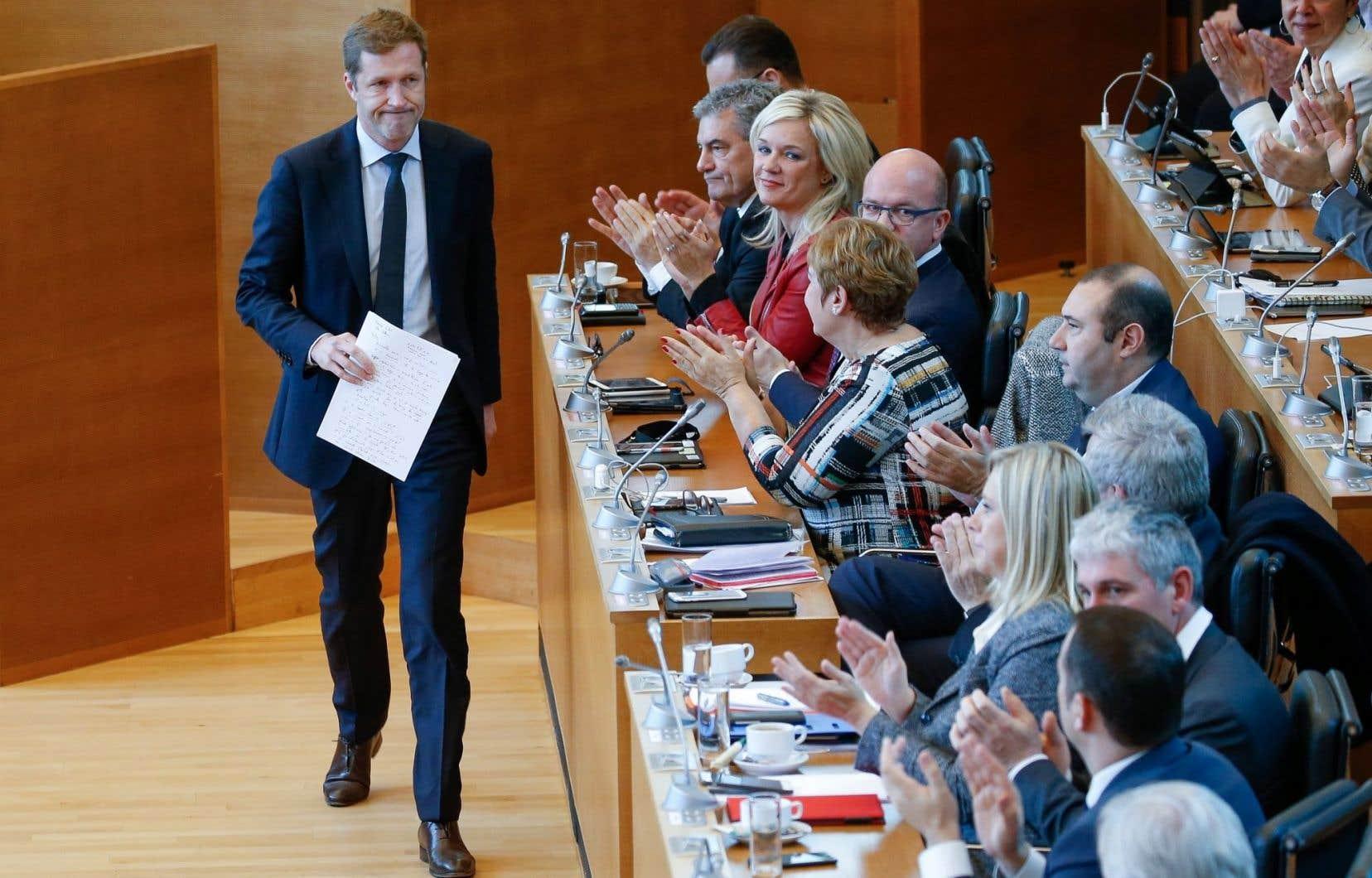 Une motion du parlement demandant au chef du gouvernement wallon,PaulMagnette, de «donner délégation» au gouvernement fédéral pour qu'il appose la signature de la Belgique au CETA a été approuvée par 58 voix «pour» et 5 «contre».