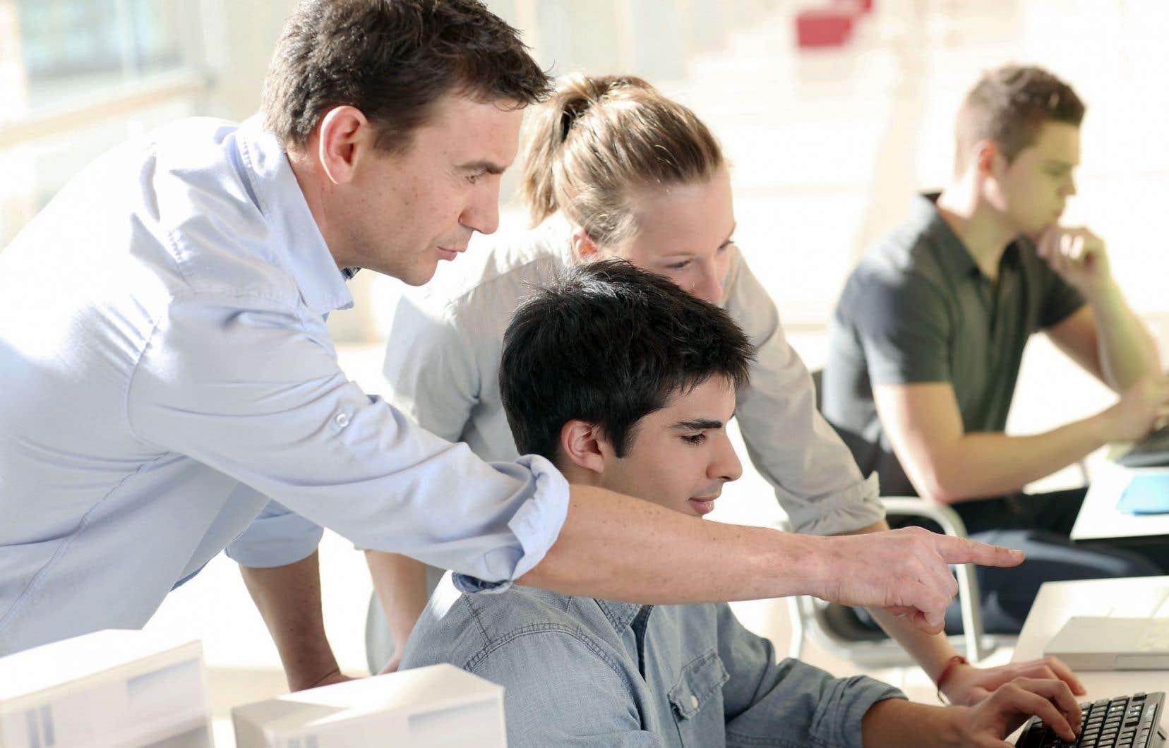 L'apprentissage tout au long de la vie représente toute activité d'apprentissage entreprise à tout moment de la vie, dans le but d'améliorer les savoirs, savoir-faire, aptitudes, compétences ou qualifications, dans une perspective personnelle, sociale ou professionnelle.