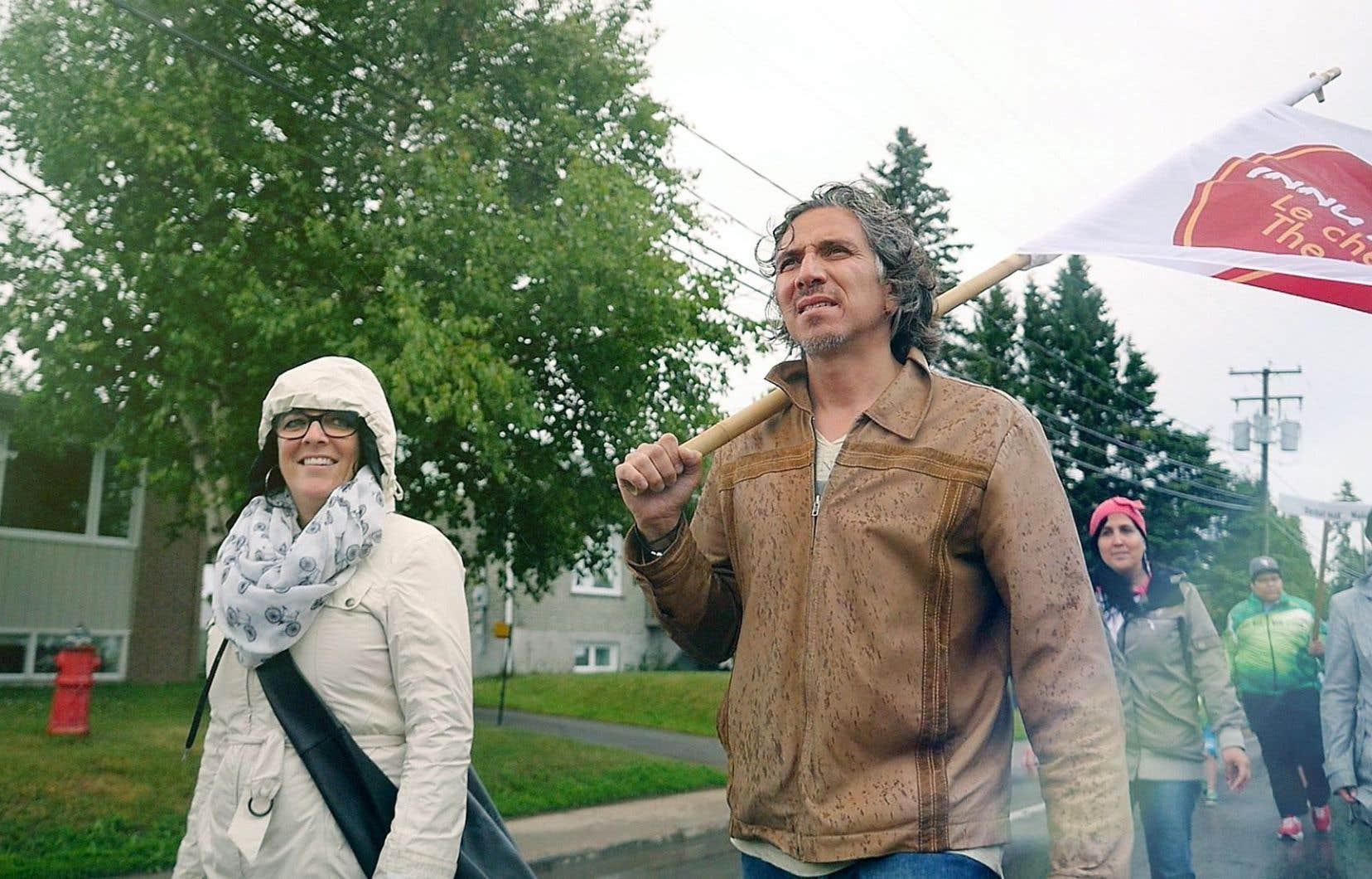 C'est à la suite d'une profonde dépression, en 2008, que Stanley Vollant se retrouva sur la route de Compostelle, théâtre de cette vision qui engendra en 2010 l'initiative Innu meshkenu, ou route des humains, un projet axé sur la marche ouvert tant aux autochtones qu'aux allochtones.