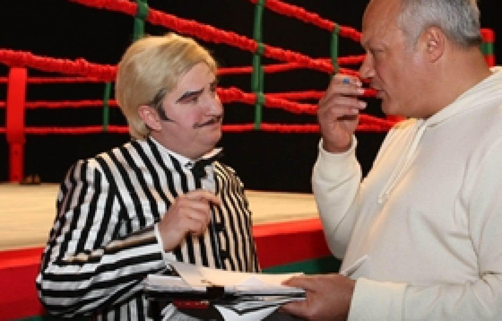 Benoît Brière, maquillé en arbitre clownesque, tournait hier une scène où il est projeté hors du ring par le souffle puissant d'une catcheuse. Il en a discuté avec Éric-Emmanuel Schmitt.