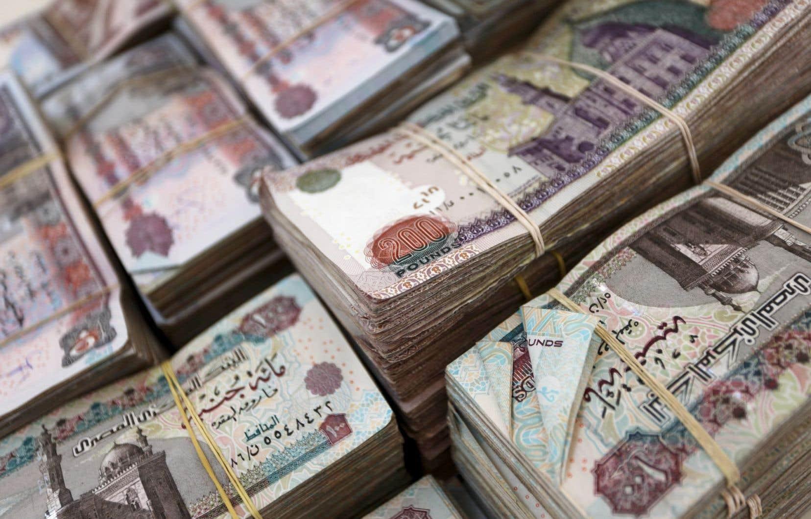 Avec la mesure annoncée jeudi, la Banque centrale espère réduire l'écart entre le taux de change officiel et celui du marché noir, une problématique au coeur de la crise monétaire.