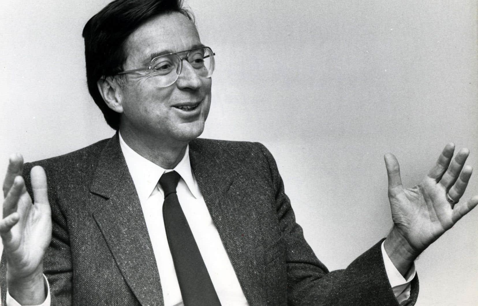 À l'automne 1989, l'auteur était chroniqueur sur la colline parlementaire de Québec pour le compte du journal «Le Soleil» et recevait des informations privilégiées provenant directement du bureau du premier ministre, Robert Bourassa.