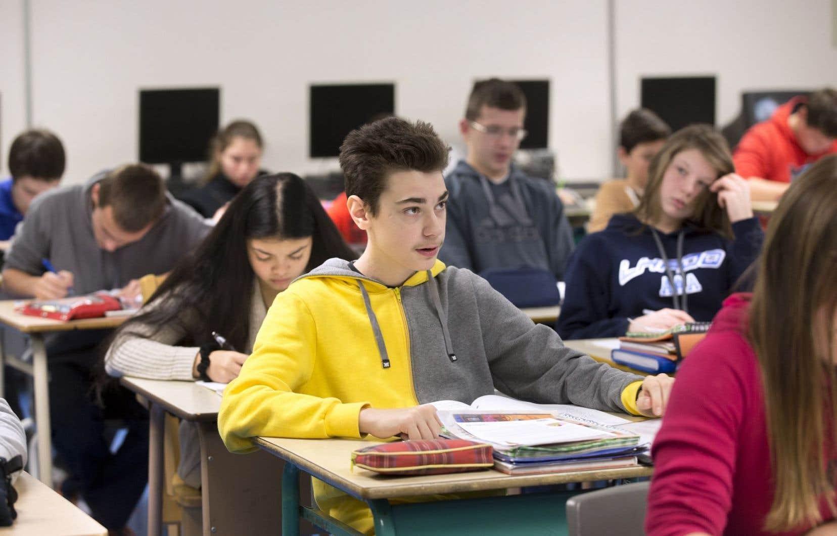 Les enseignants s'insurgent contre l'obsession de la note de passage à 60%: «Il y a continuellement des élèves qui n'atteignent pas ce seuil de réussite et qui sont promus au niveau supérieur.»