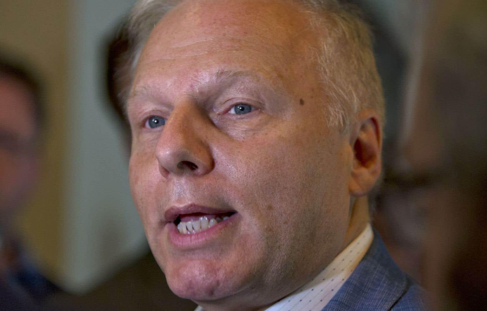Le chef péquiste soutient qu'il revient «légalement» au premier ministre québécois, Philippe Couillard, de suspendre Philippe Pichet.