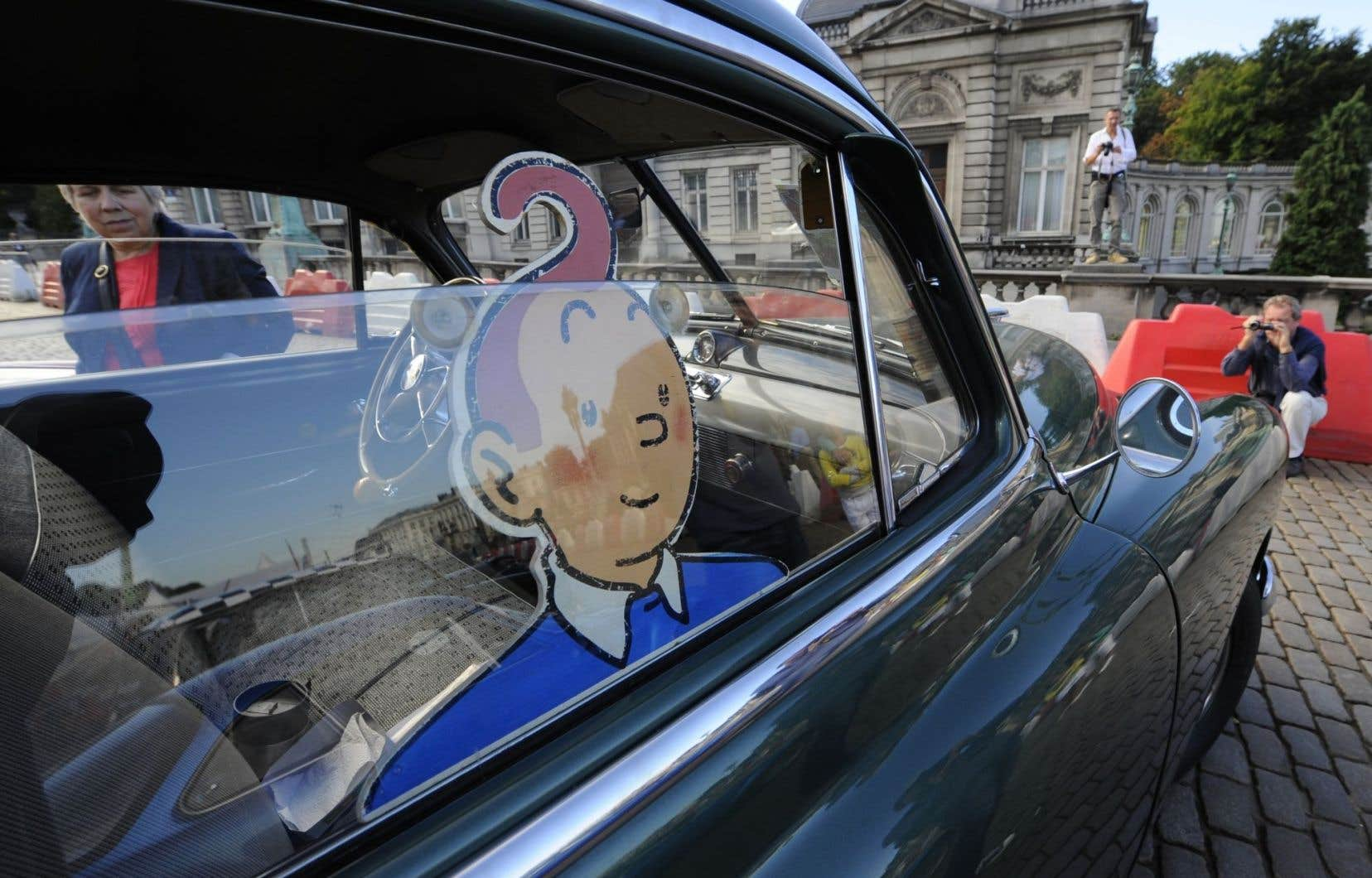 La planche s'ajoute aux 20 dessins à l'encre de Chine réalisés par le dessinateur belge Hergé pour une série de cartes de voeux connues sous le nom de « cartes neige » qui seront mises aux enchères par Artcurial à Paris.
