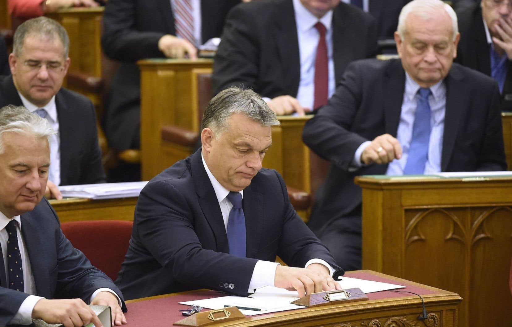 M. Orban a manqué de deux voix la majorité des deux tiers nécessaire pour faire passer ce texte rendant illégale la relocalisation par l'UE de réfugiés en Hongrie.